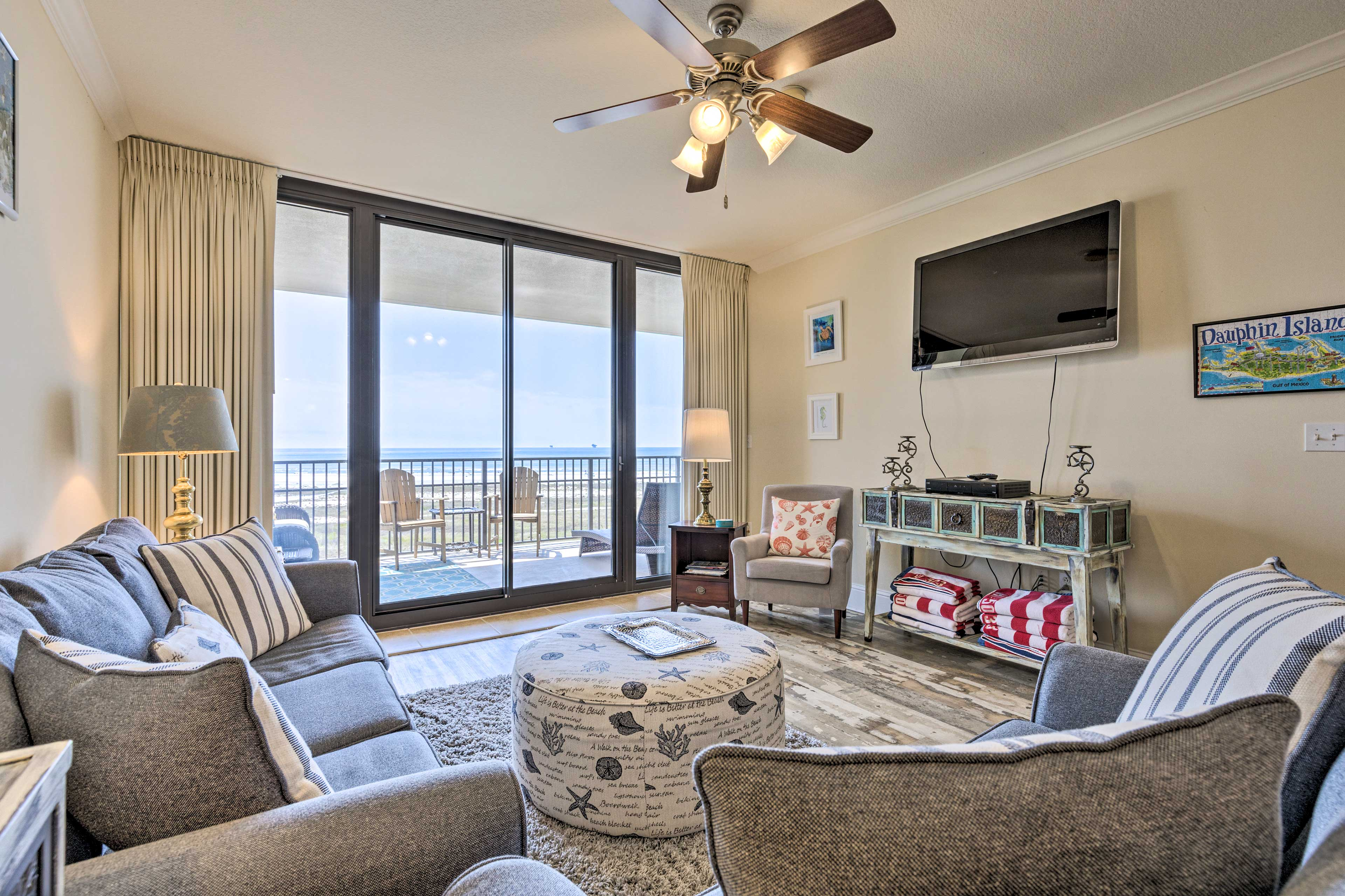 Up to 8 guests can stay at this charming, 5th-floor condo.