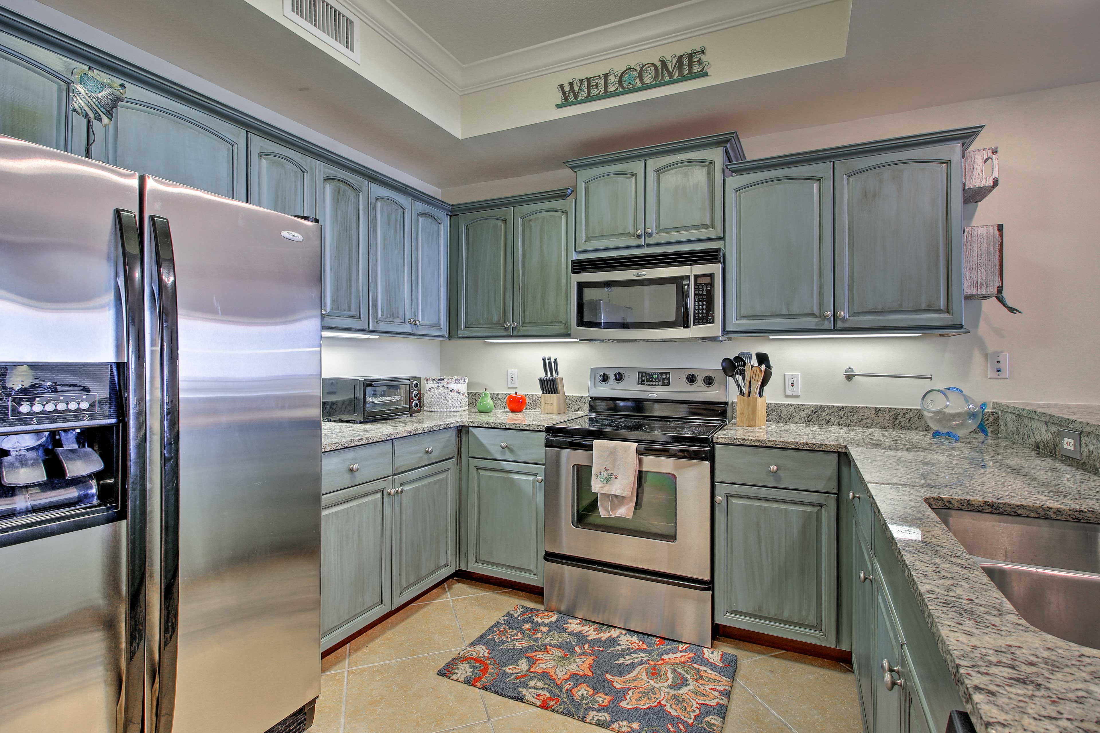 Cook your favorite recipes in the fully equipped kitchen.