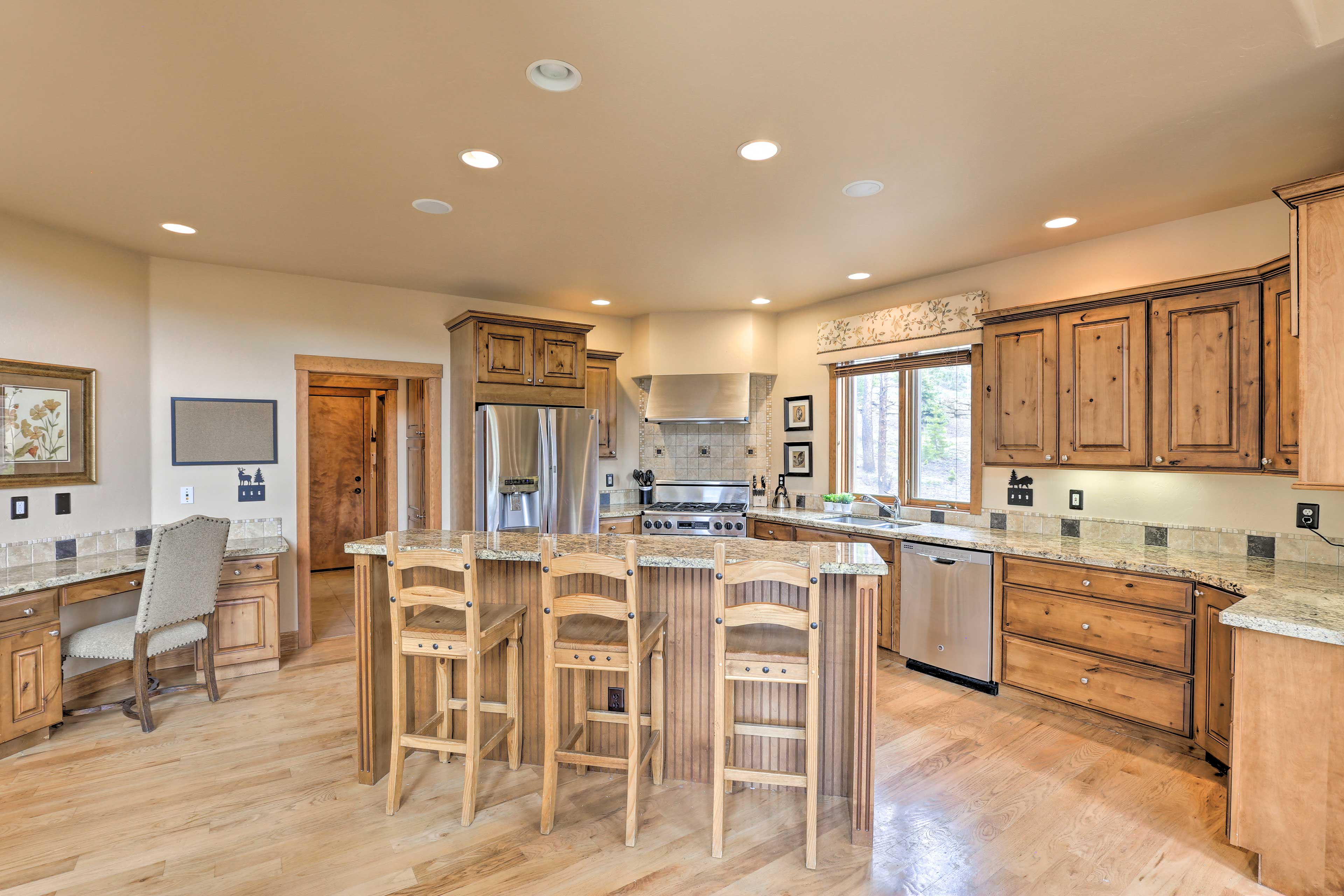 Chefs in the group will be delighted to cook in this gourmet kitchen!