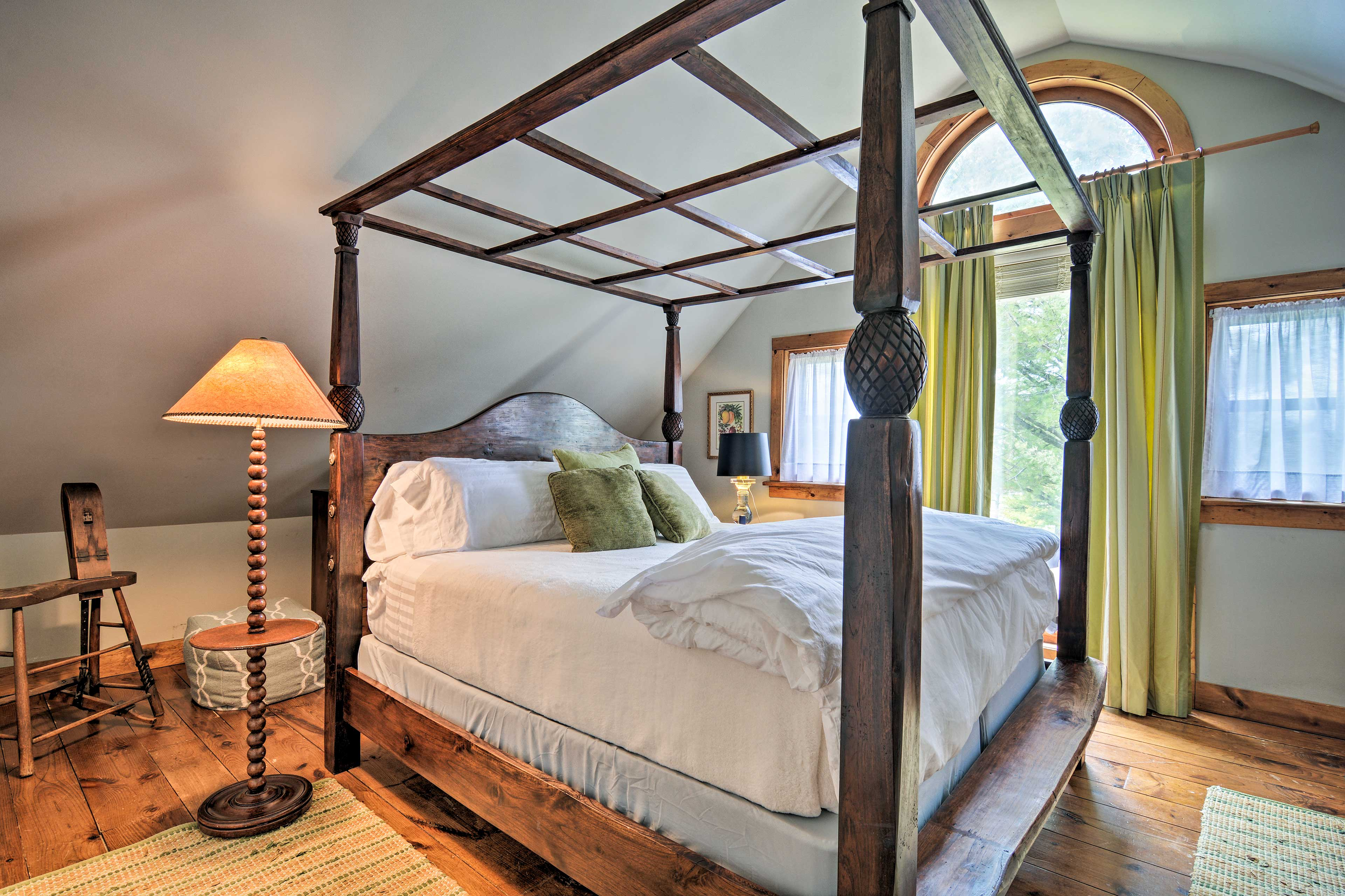 Crawl into this luxurious 4-poster bed!