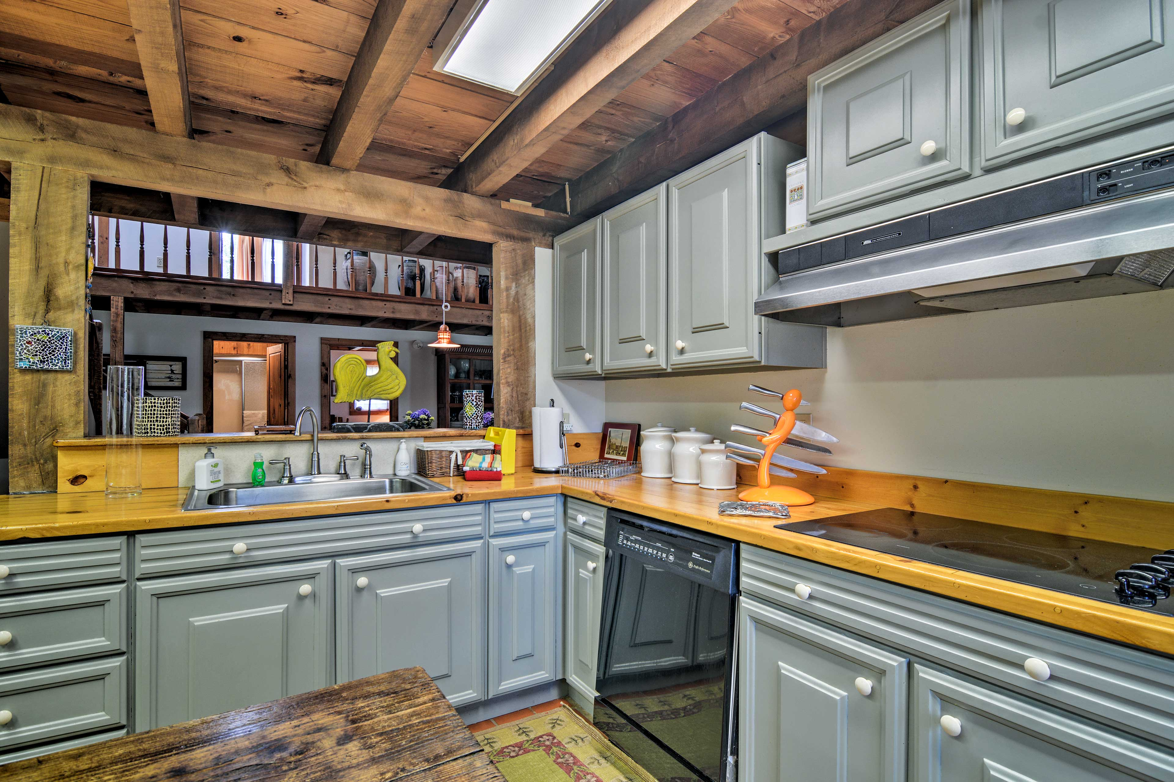 Whether you want to blend up a cocktail or toast bread, this kitchen has it all!