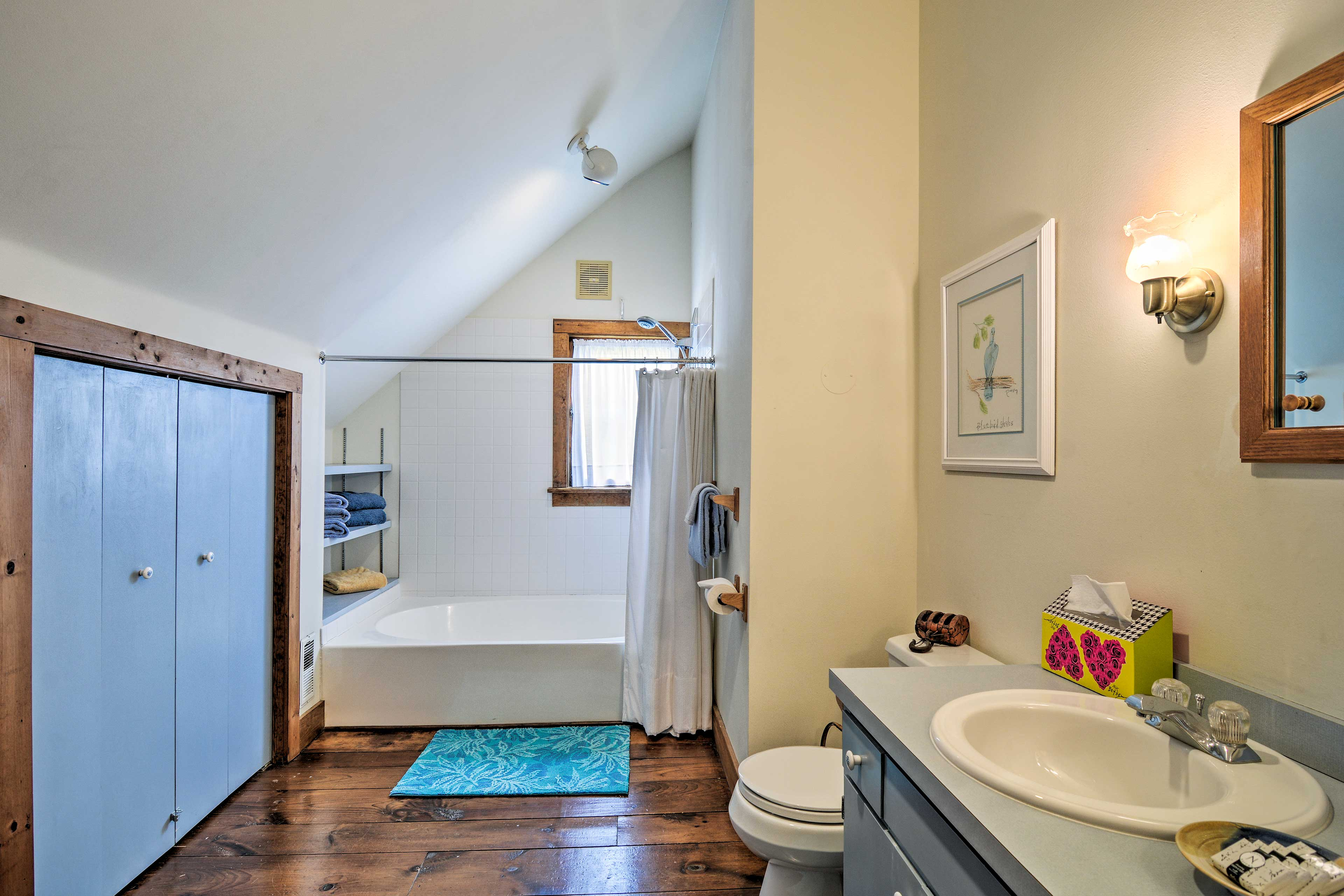 In the upstairs bathroom, you will find a shower/tub combo.