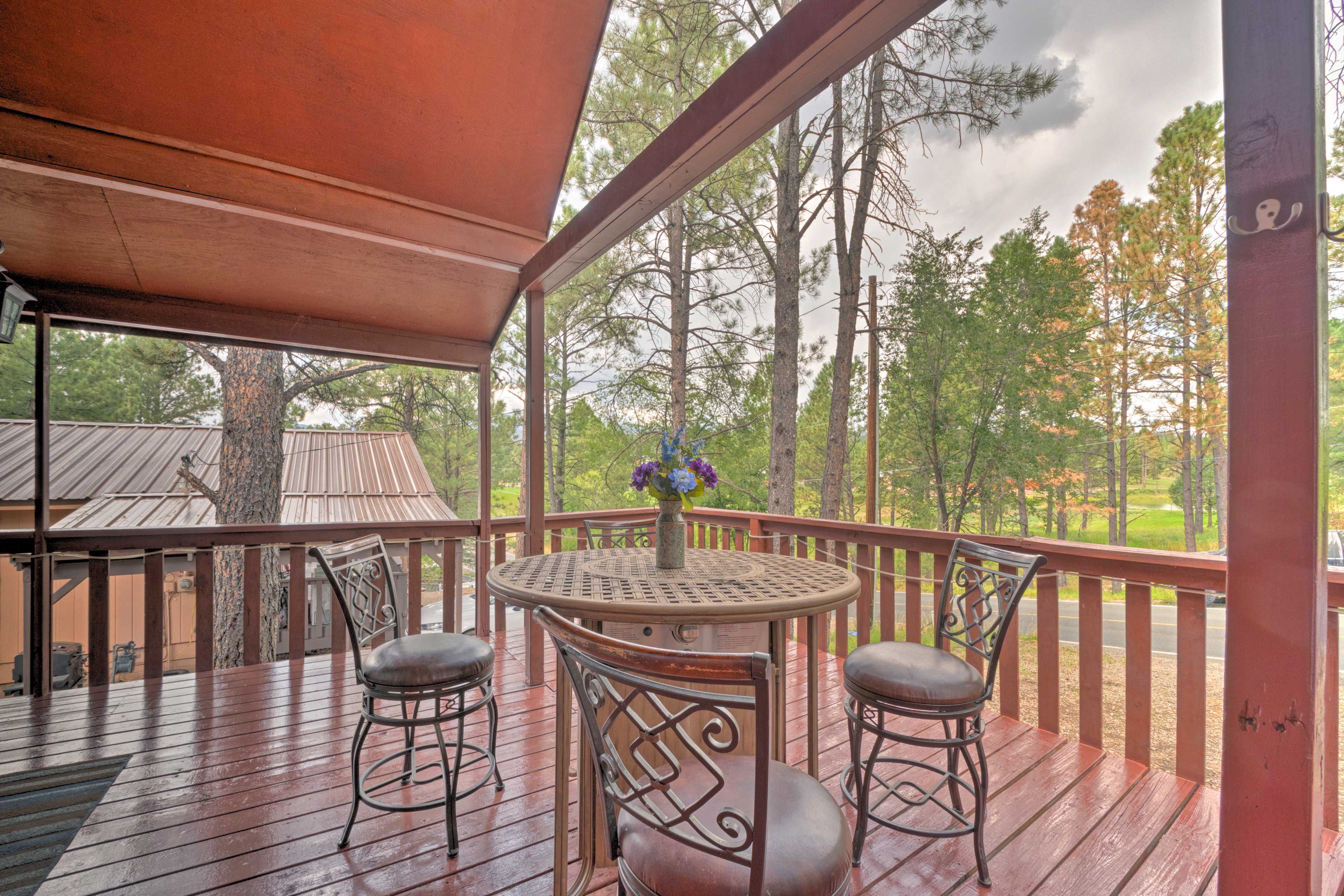 Private Deck | Outdoor Dining Space