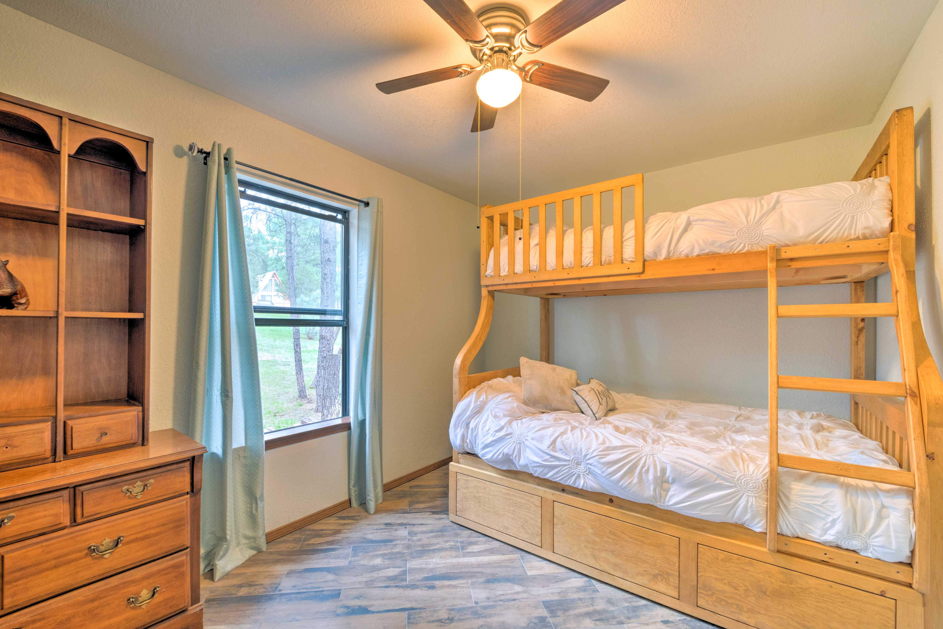 Bedroom 2 | Twin/Full Bunk Bed w/ Twin Trundle Bed