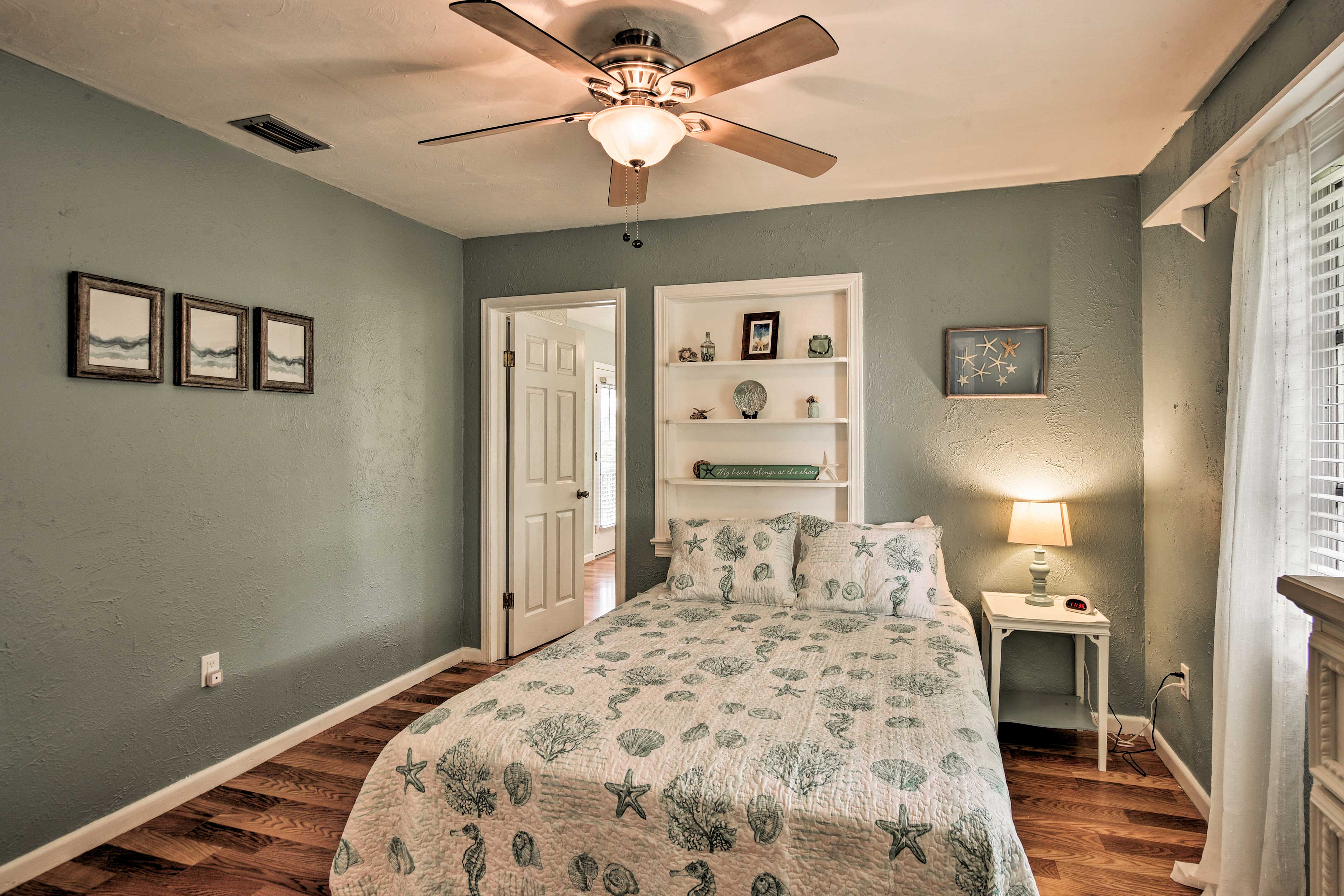 Two guests can sleep in the queen bed.