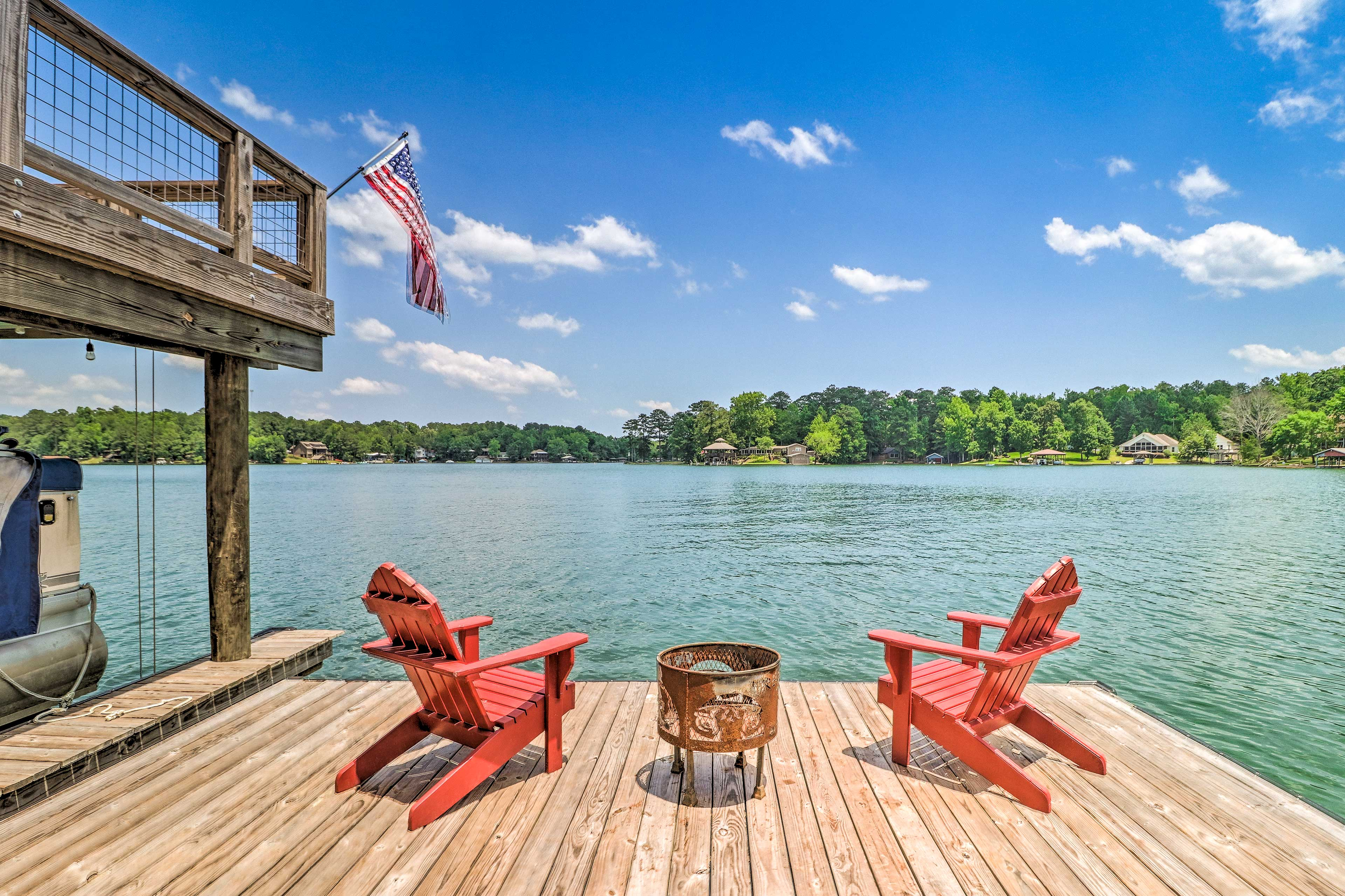 The 2-level dock offers a wet bar, kitchen, grill, fire pit, Smart TV & more!