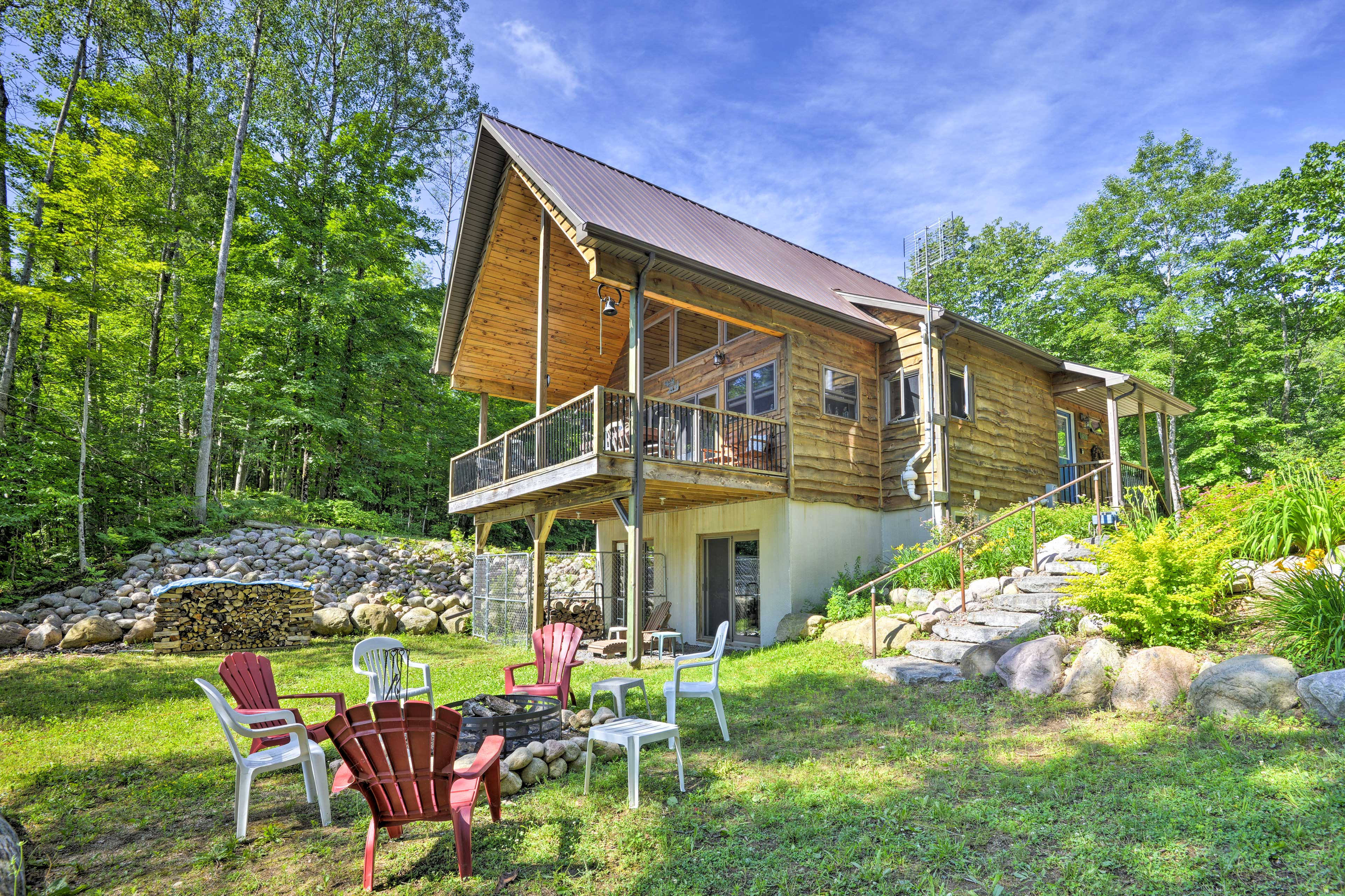 Glenfield Vacation Rental   3BR + Loft   2BR   2,000 Sq Ft