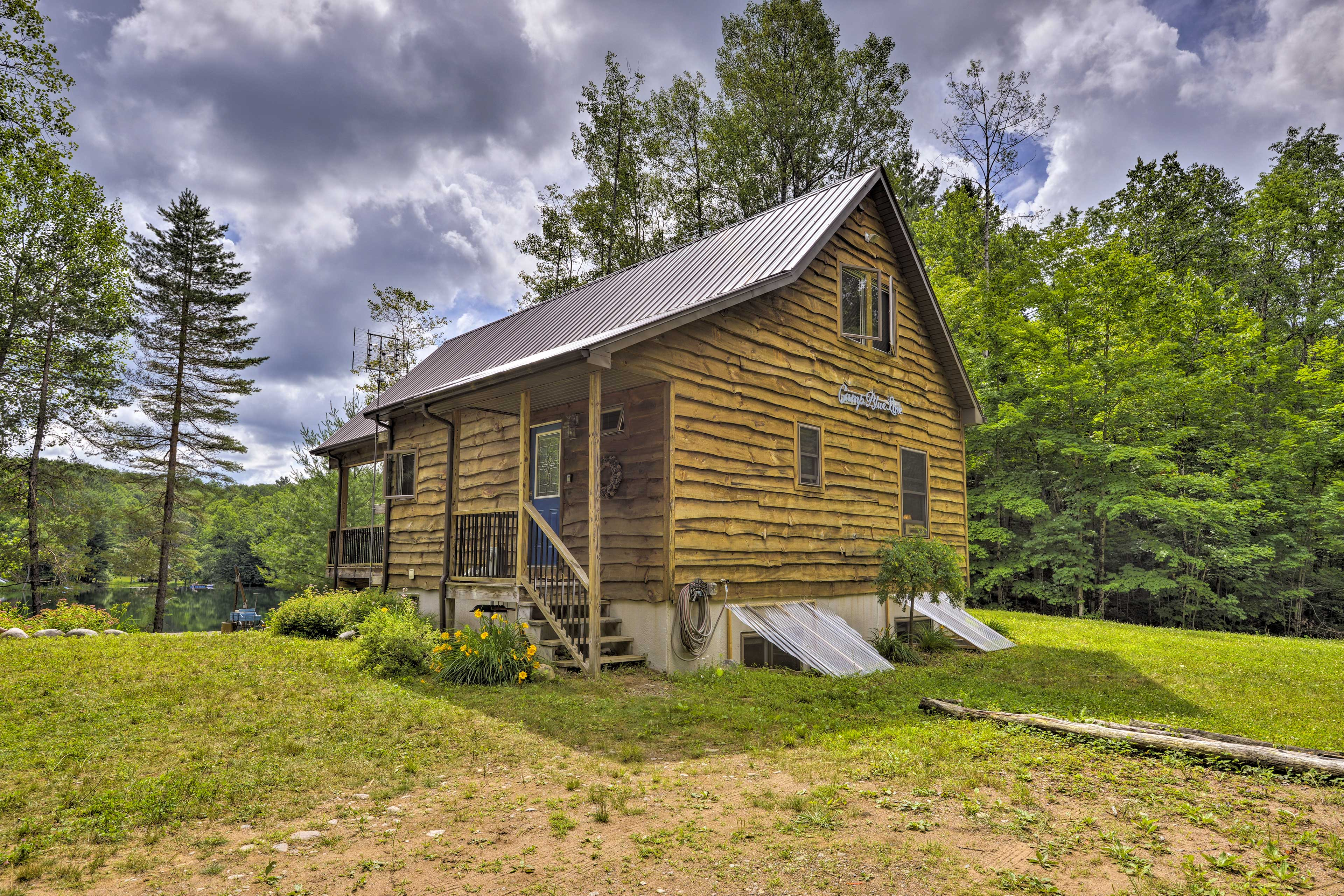 Home Exterior   Minutes to Hiking Trails