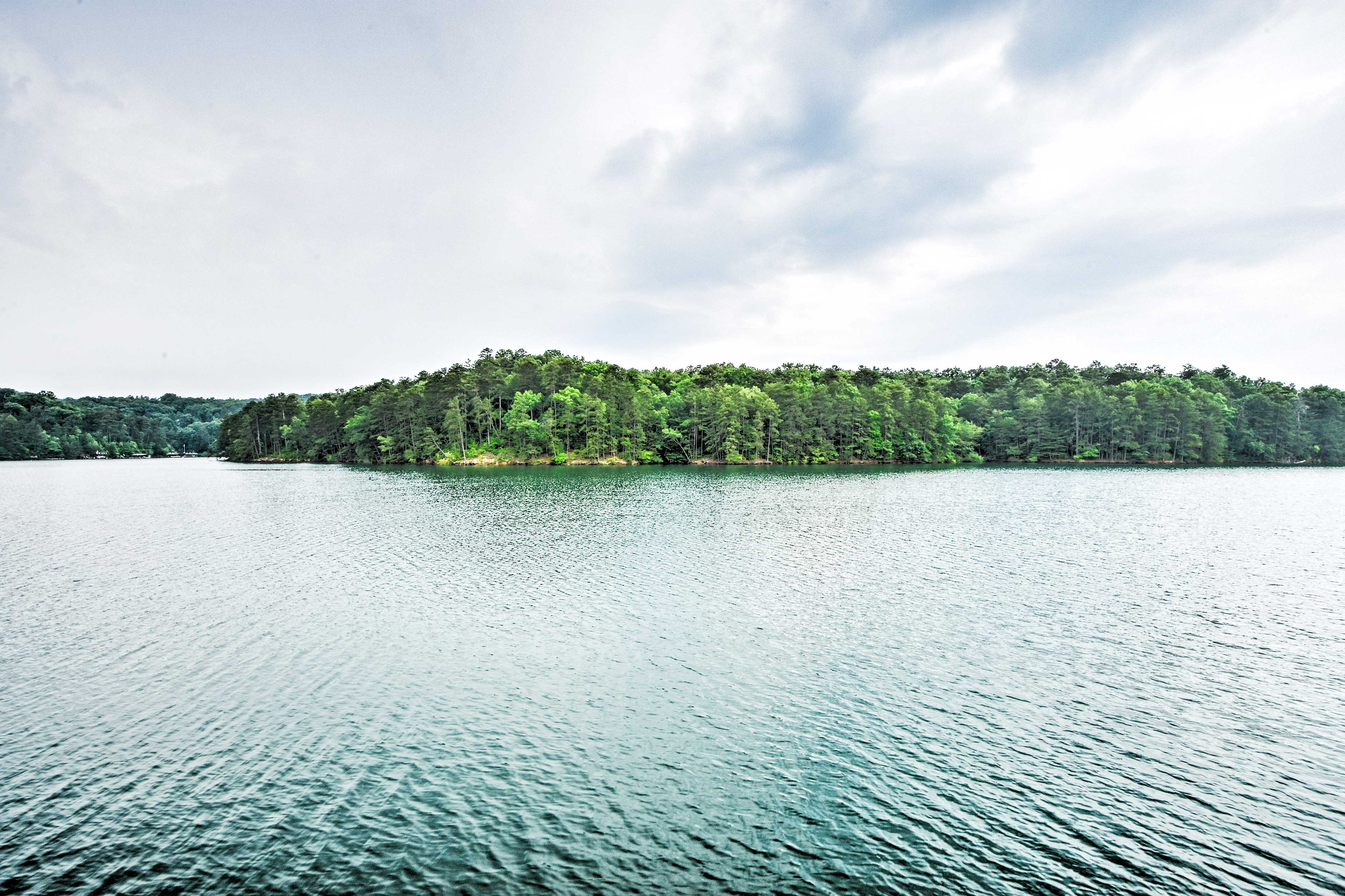 Dreaming of sunny days on Blue Ridge Lake? Book now!