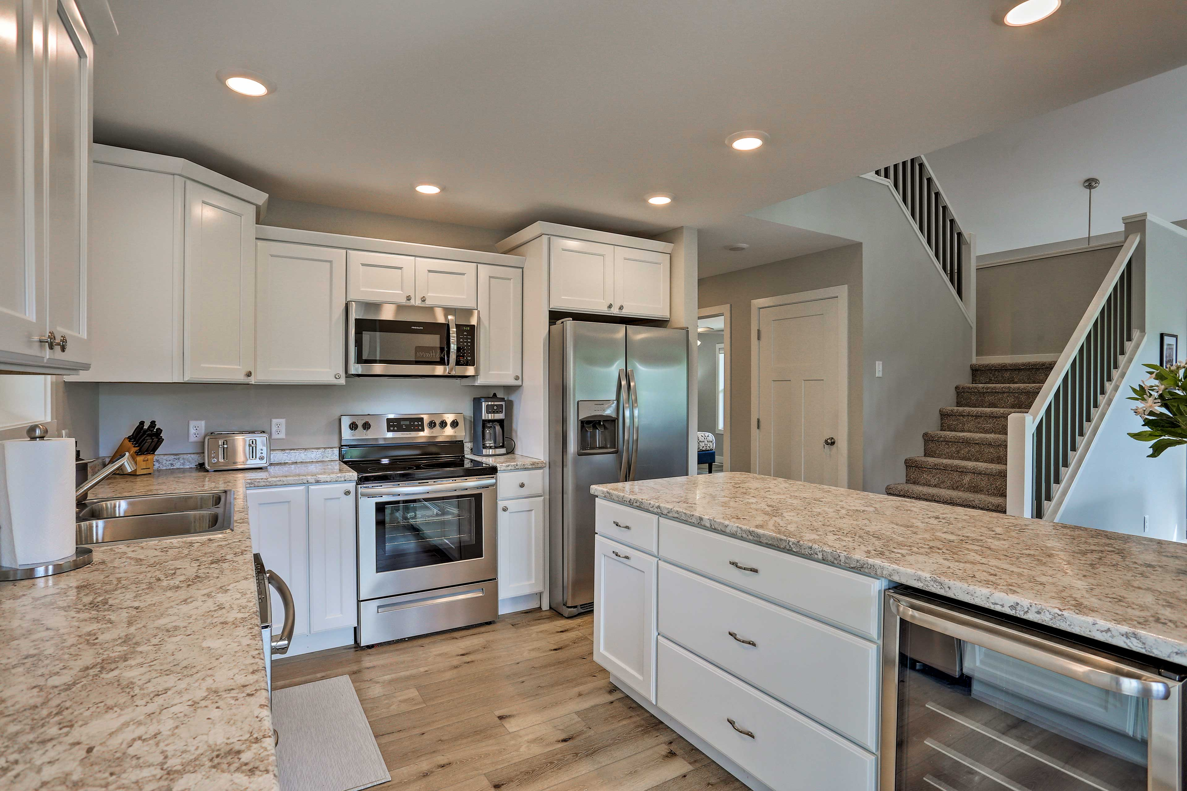 Stainless steel appliances make cooking a breeze.