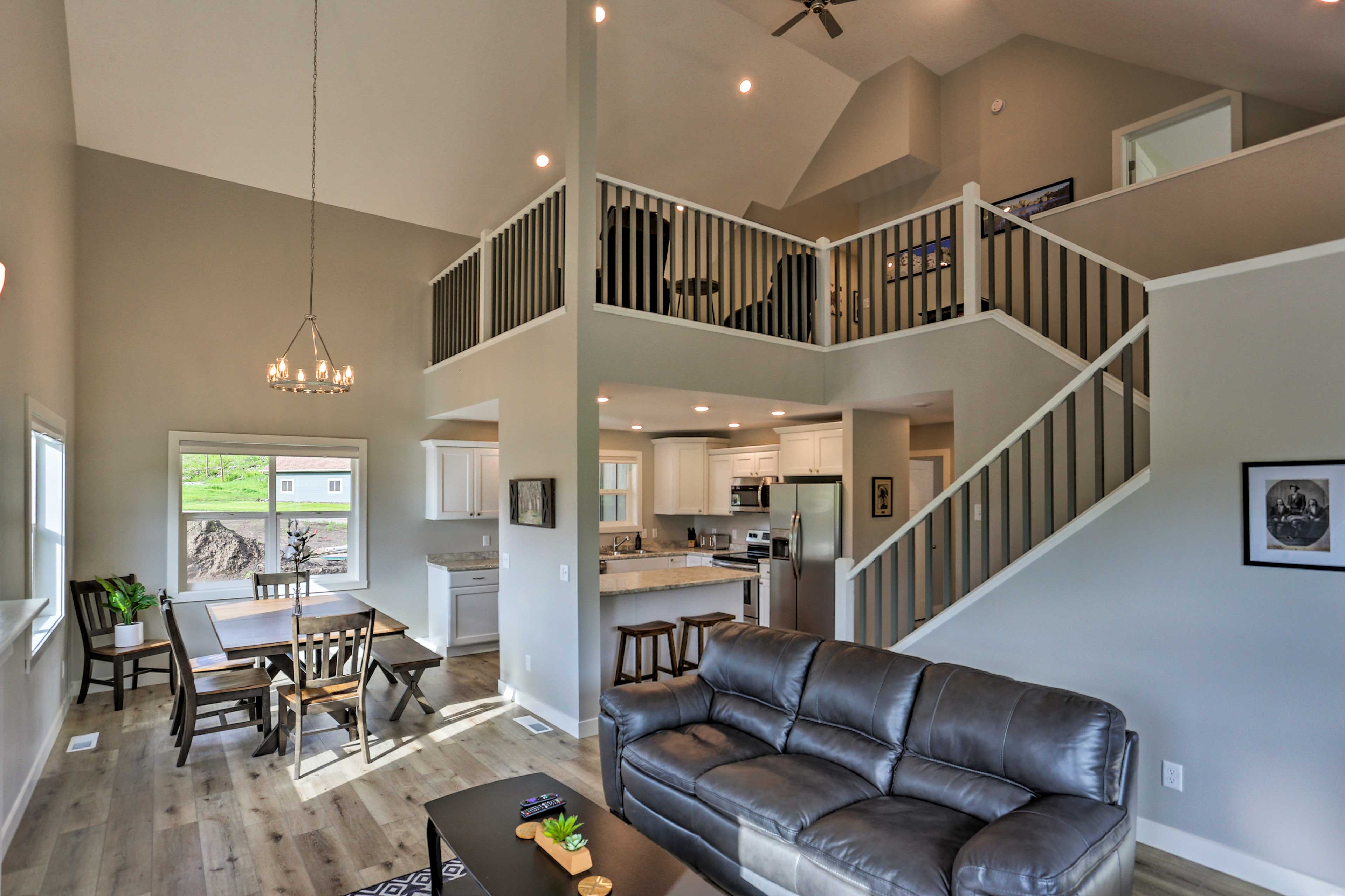 Up to 10 guests can enjoy all the modern comforts as they explore the Black Hills