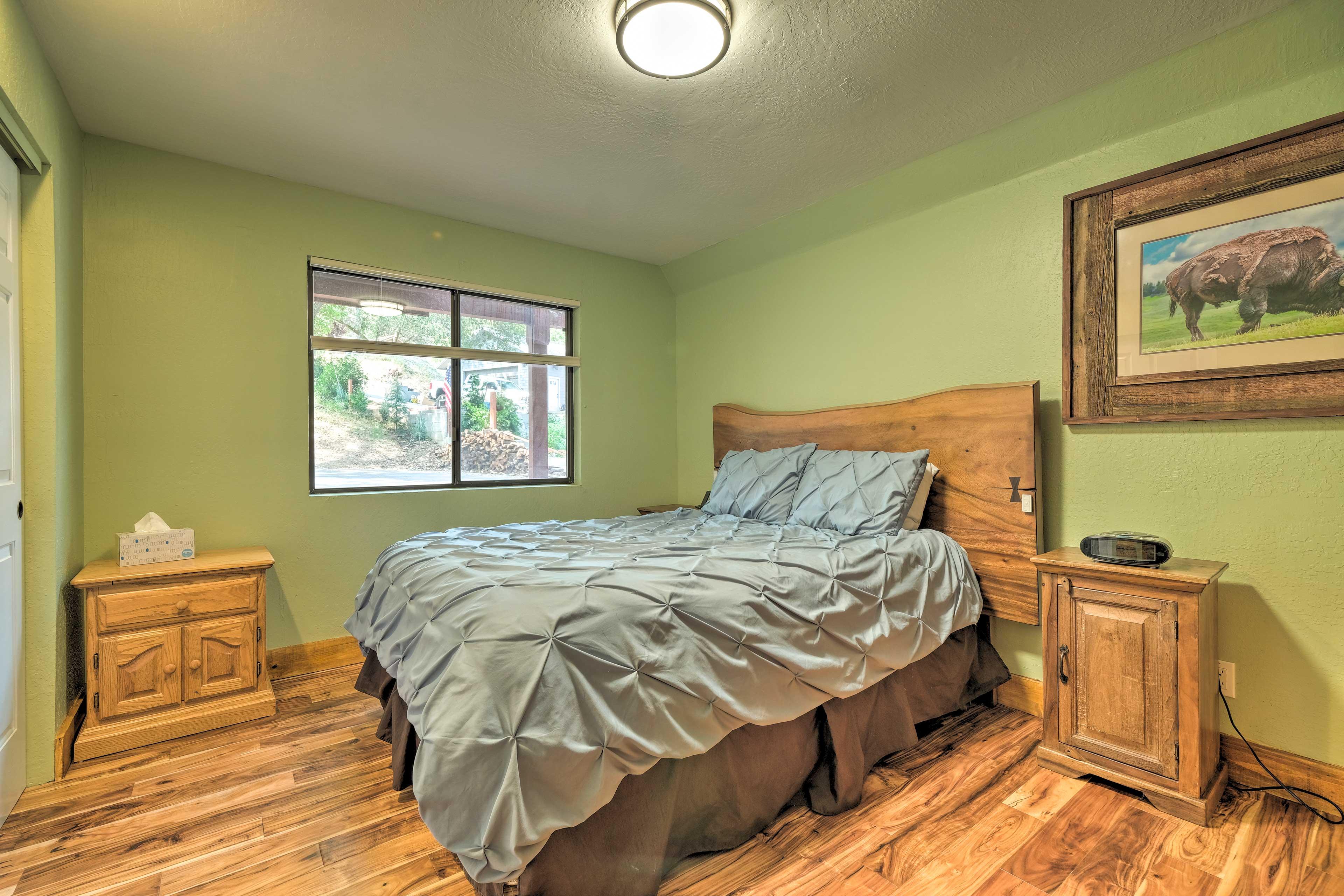 Bedroom 3   Queen Bed
