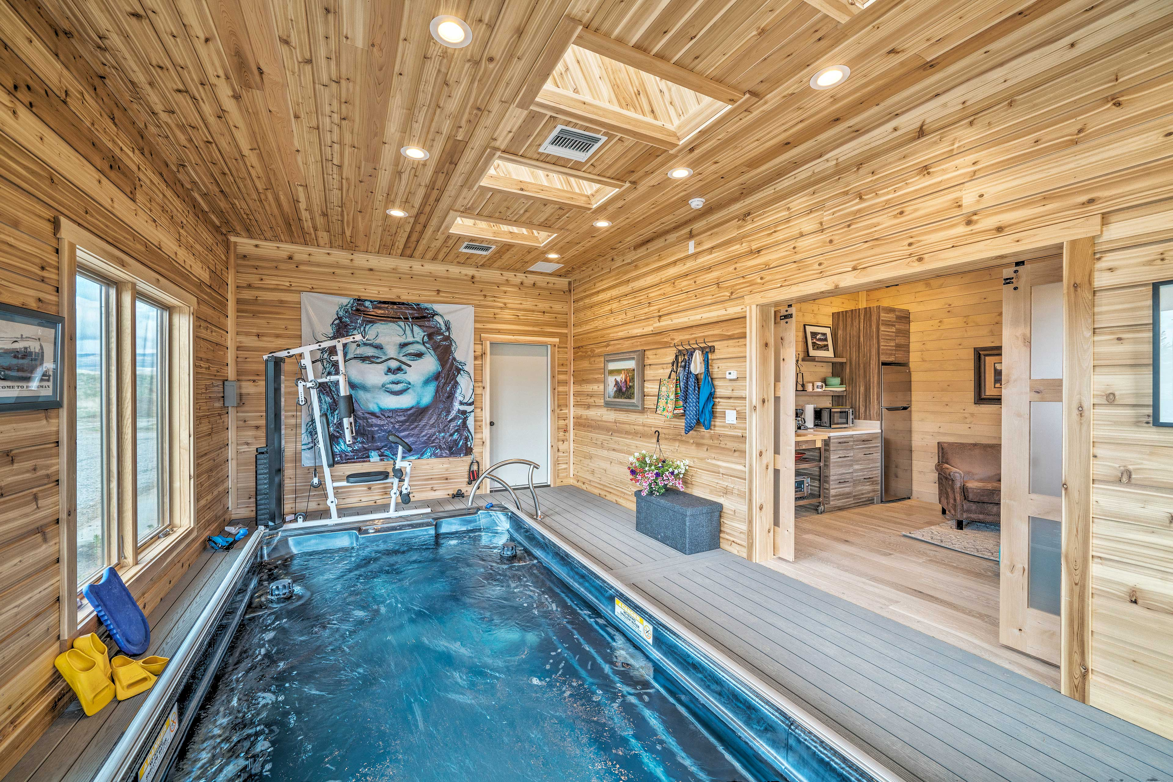 The private pool can be heated for an additional nightly fee (optional).