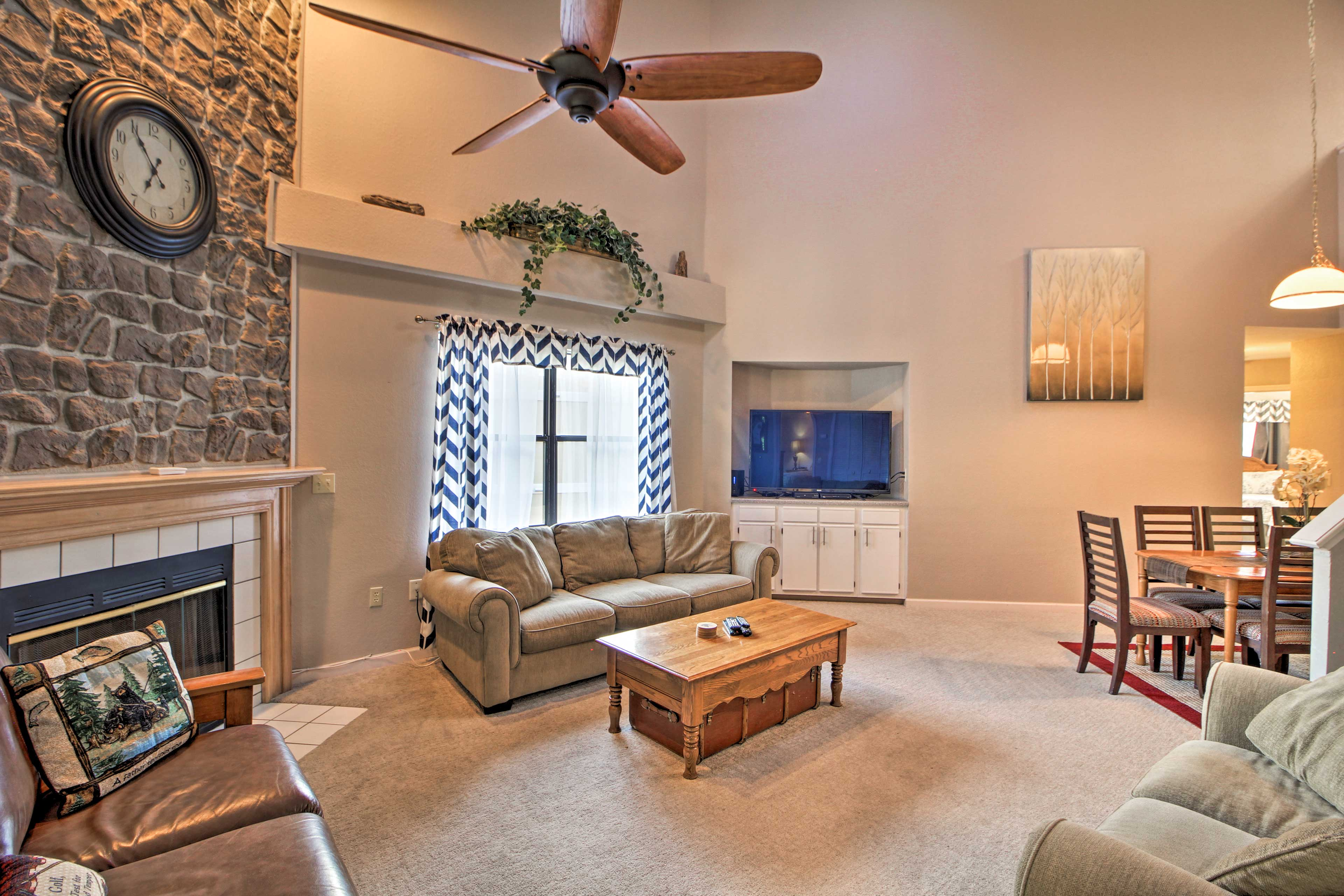 Living Room | Smart TV | Central Heating & A/C