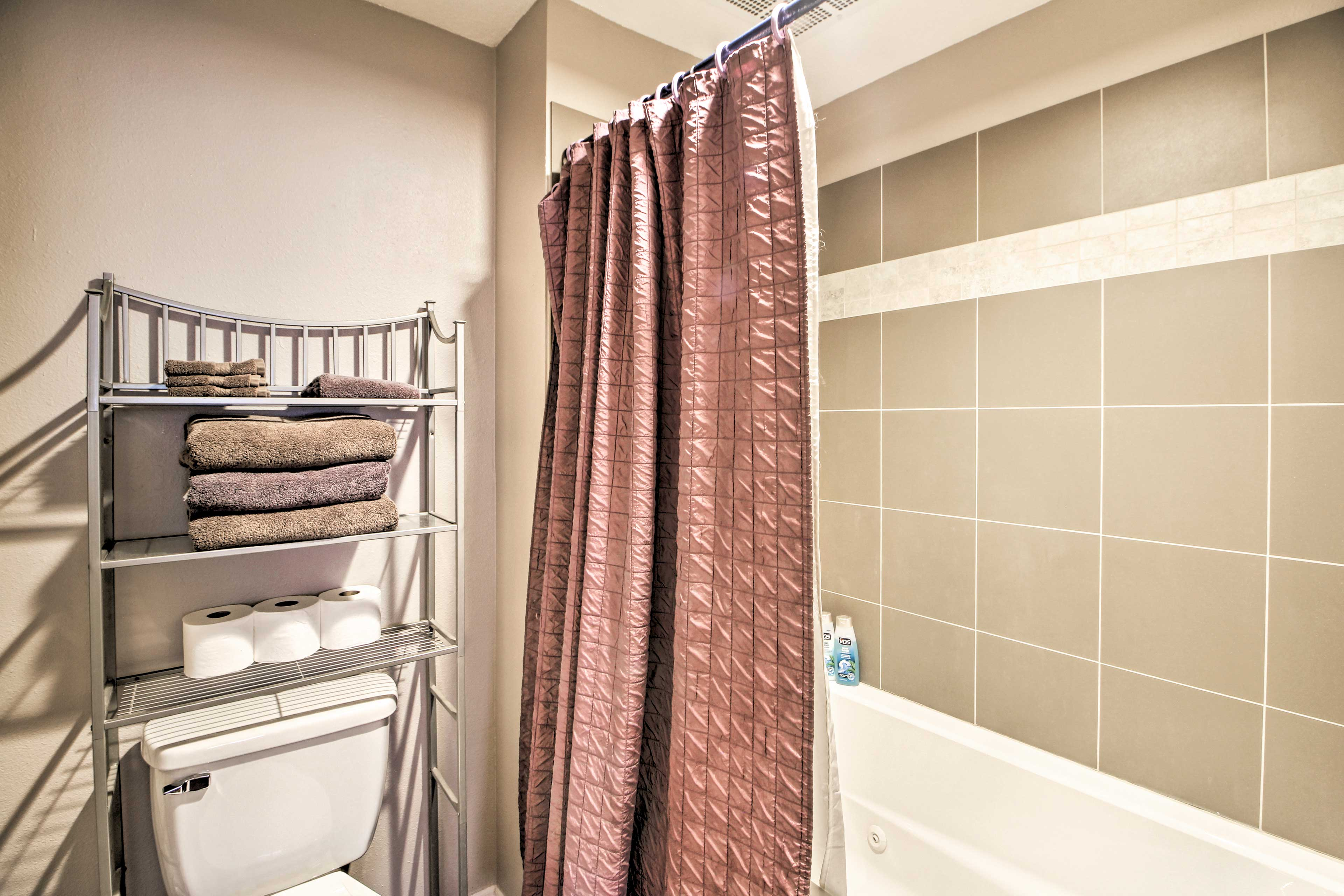 Full Bathroom | Towels Provided | Complimentary Toiletries