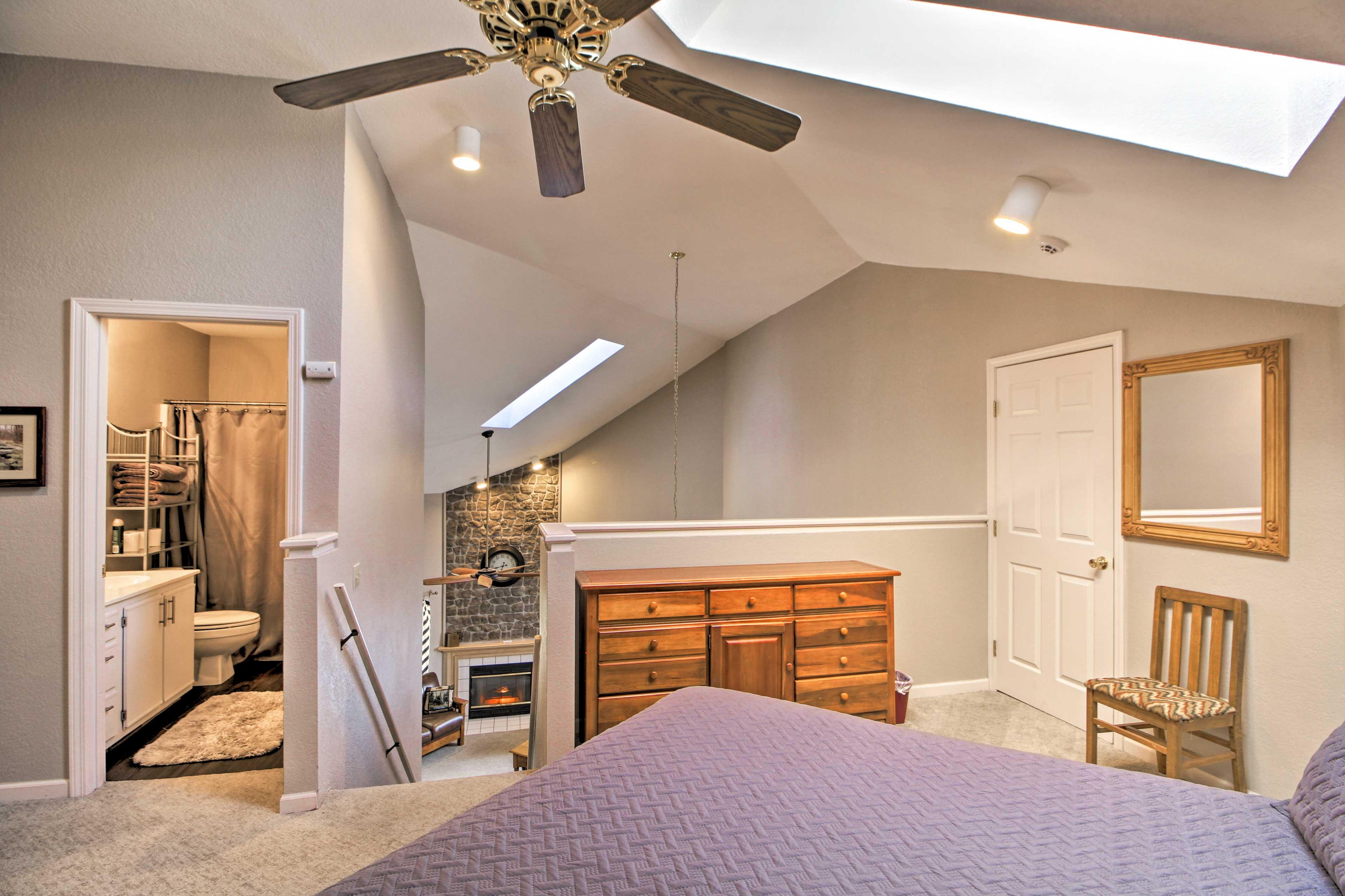 Bedroom 3 (Loft) | Full Bathroom