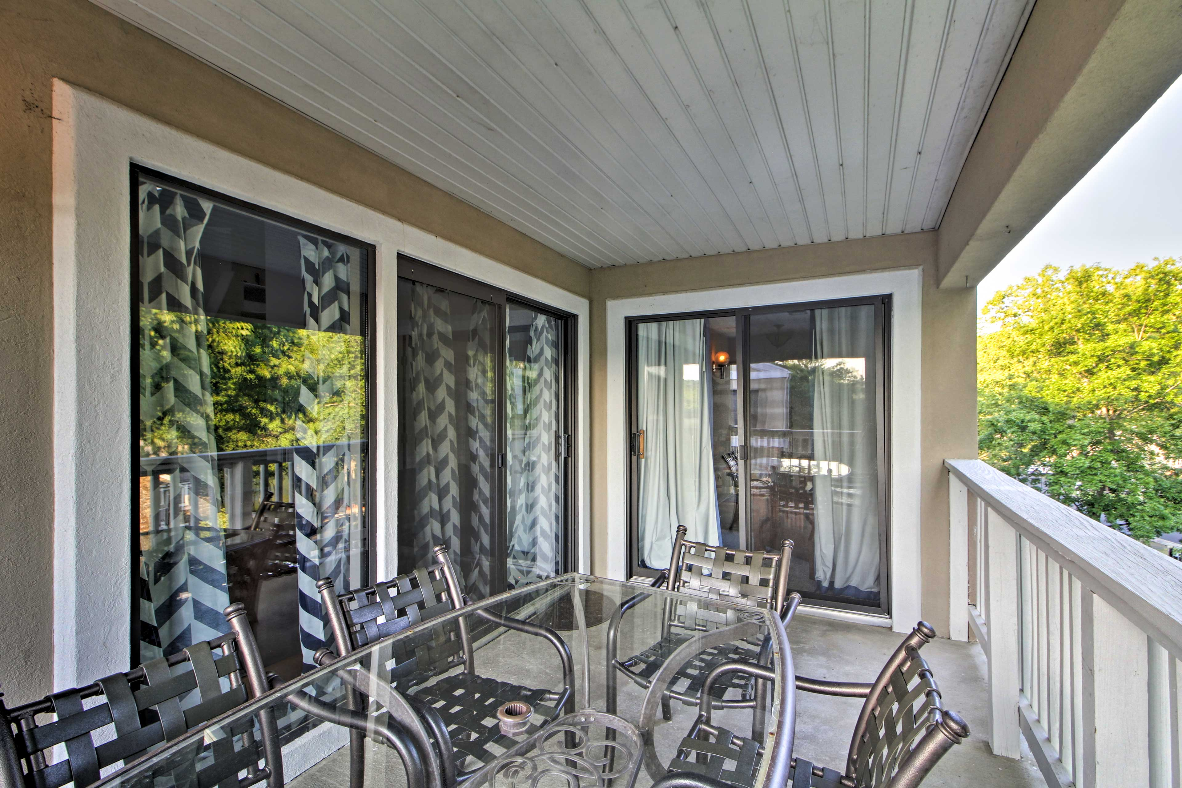 Covered Balcony | Outdoor Dining Table