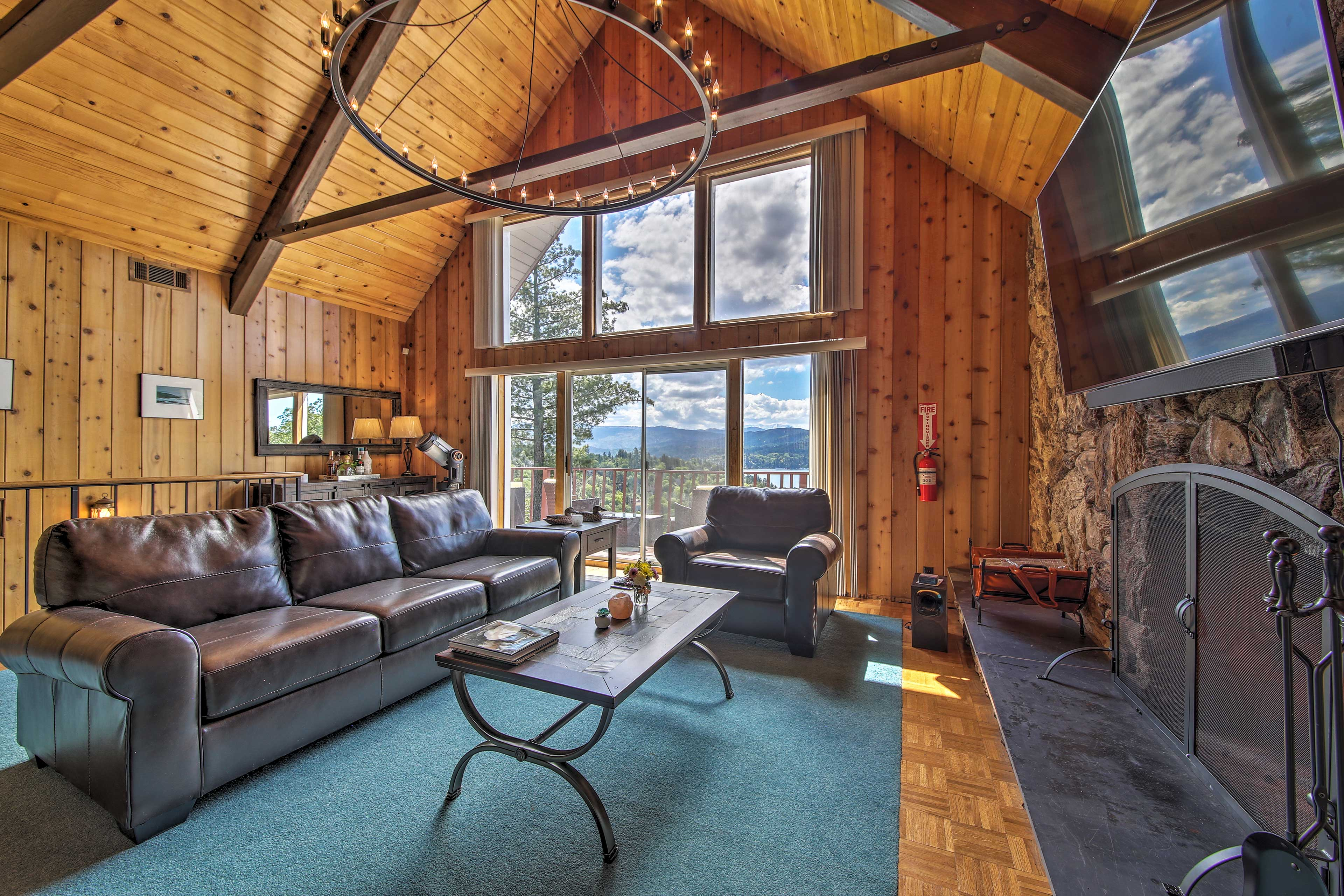 Embrace the natural light and views of the landscape from many angles!