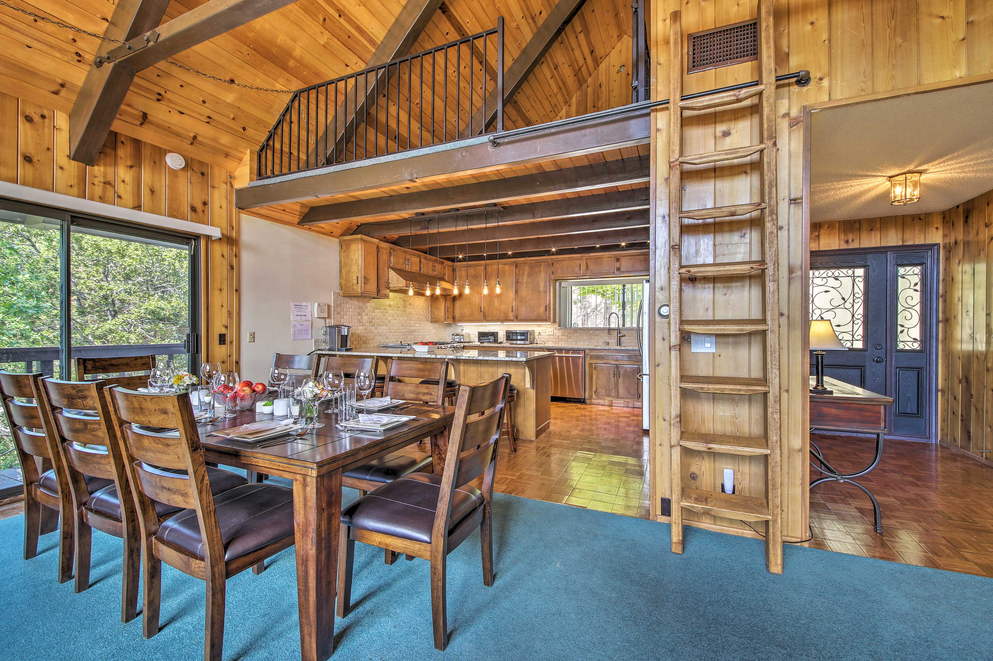 Offer your family a comfortable stay on vacation when booking this cabin.