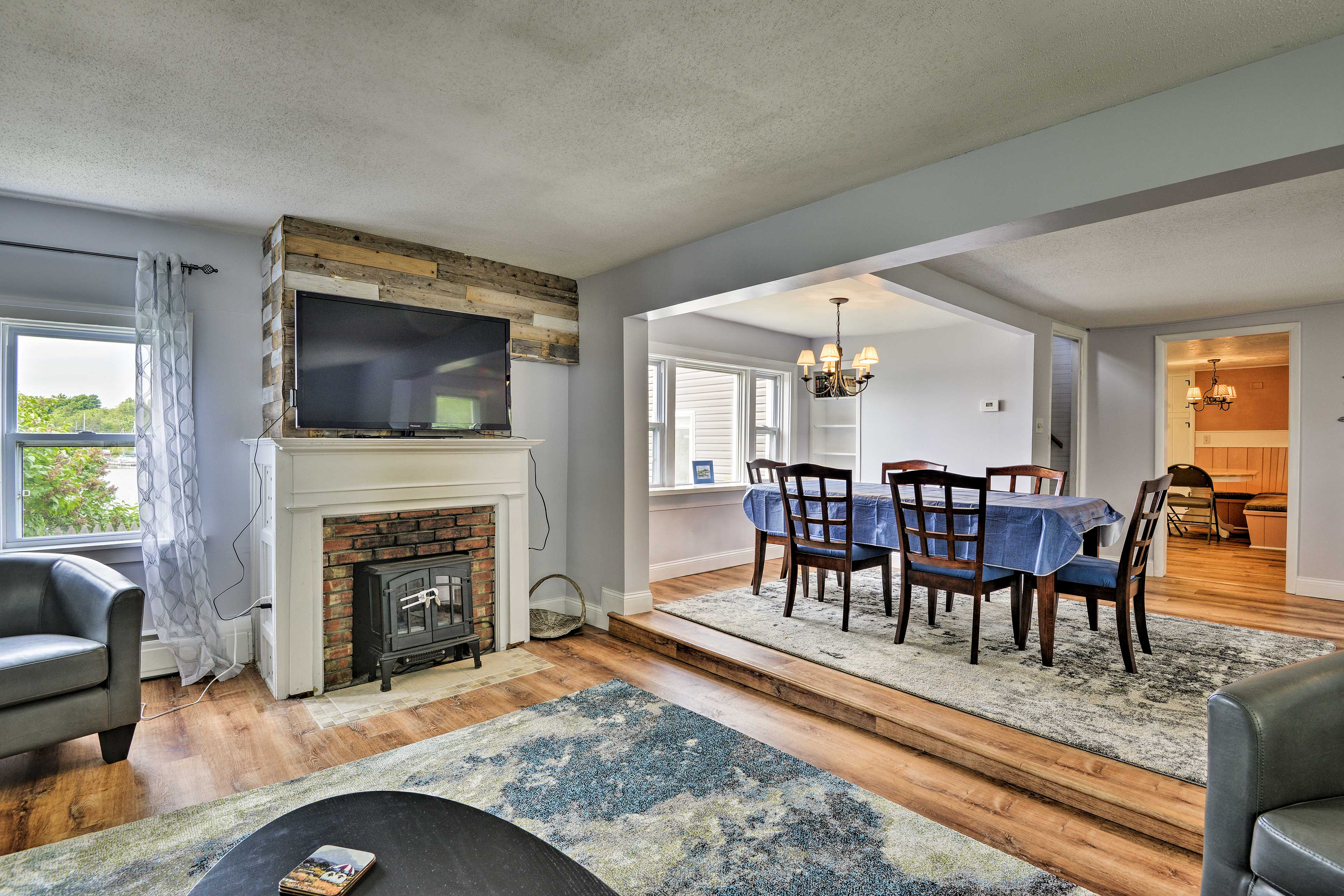Spread out inside across over 1,900 square feet of living space.