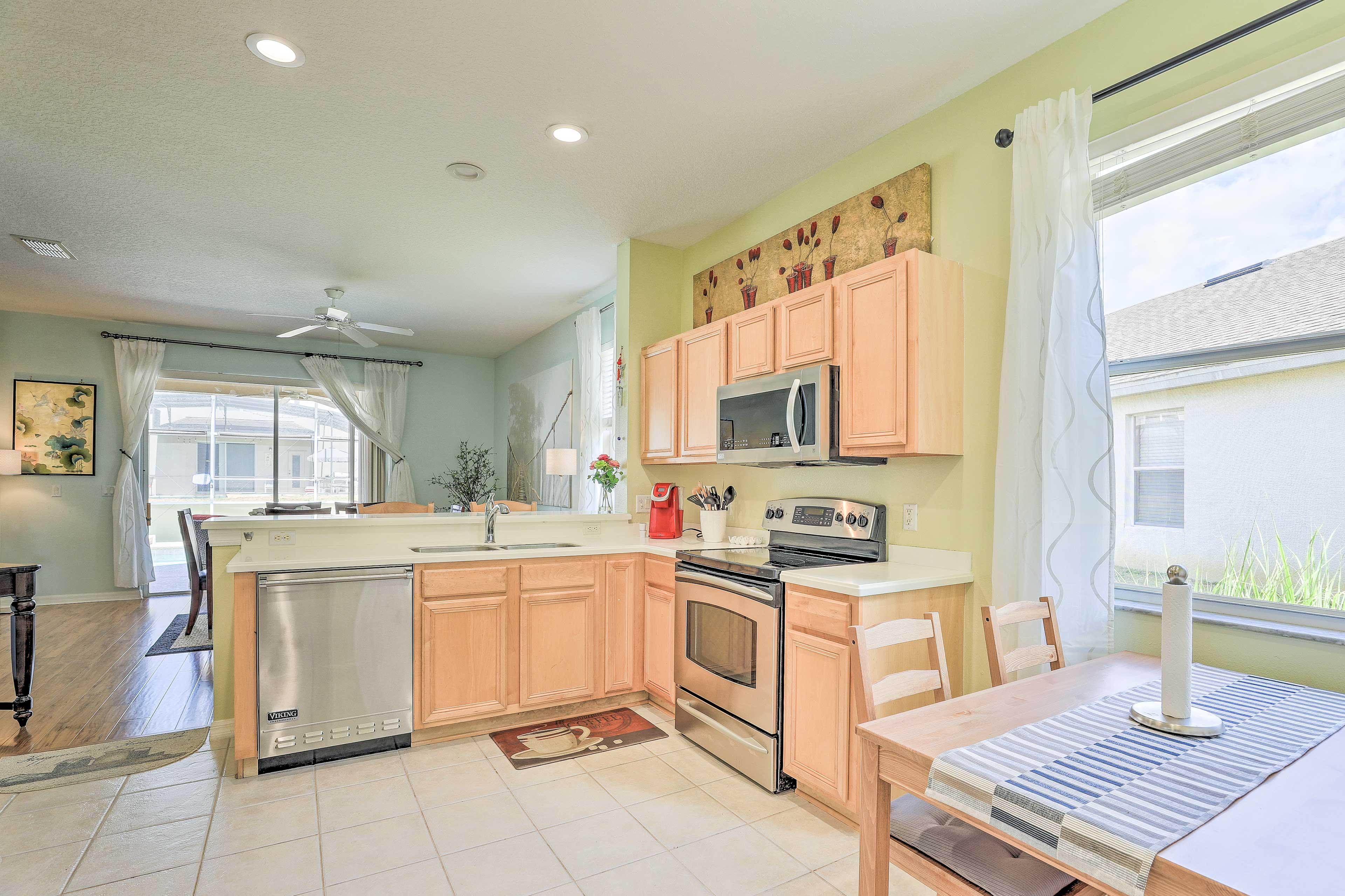 The fully equipped kitchen has everything you need!