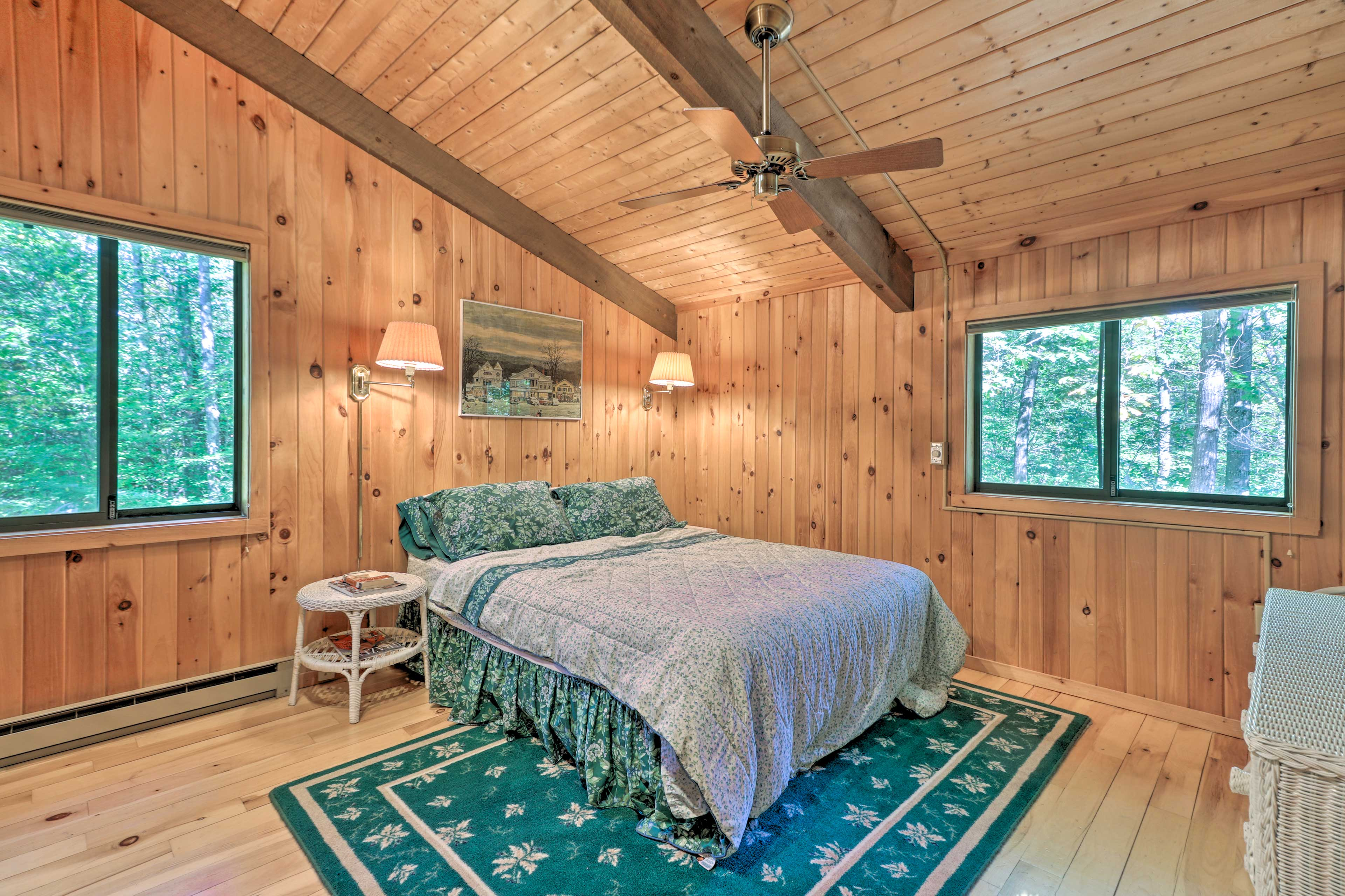 You're ensured a restful night on the queen bed in this room.