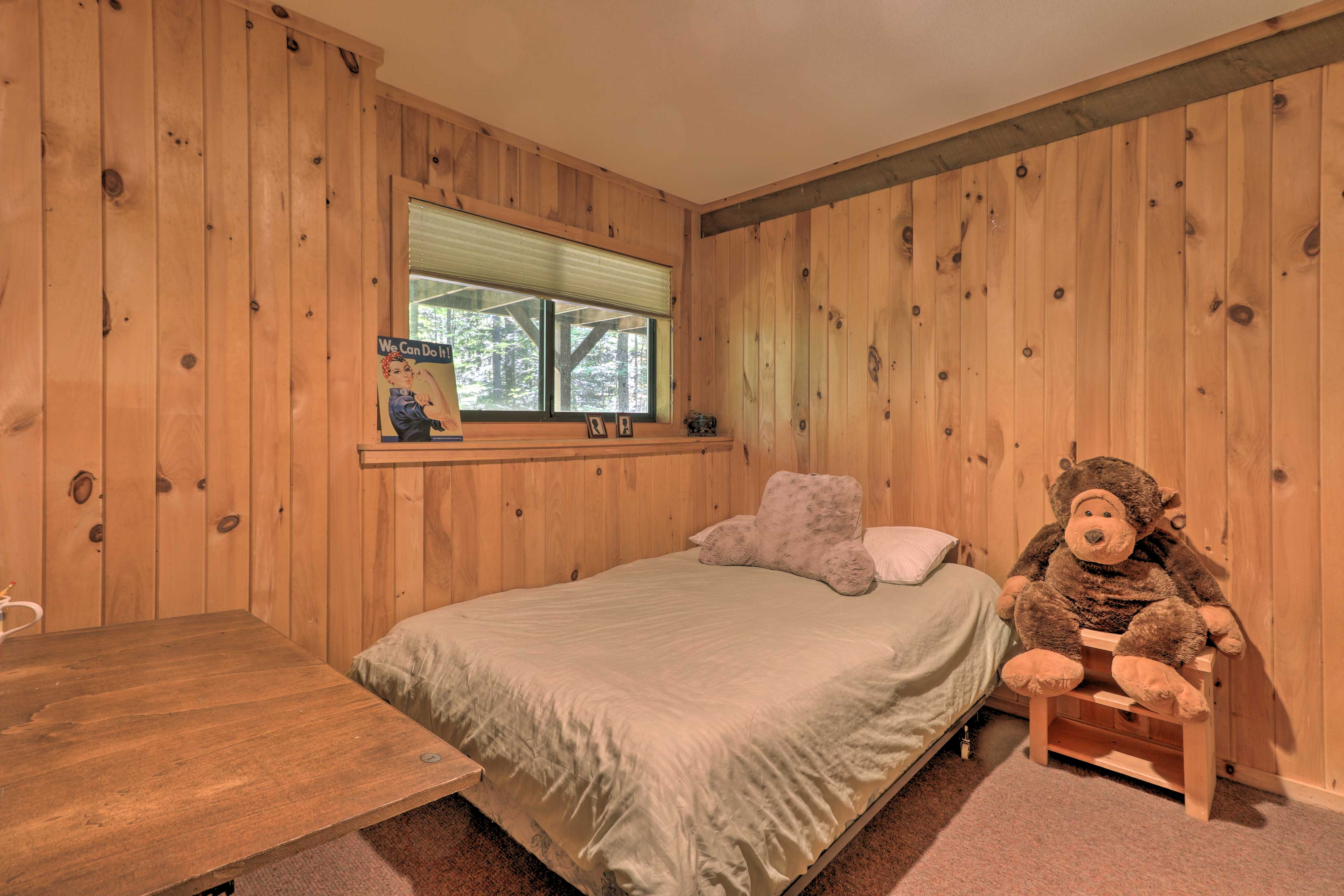This room features a full-sized bed.