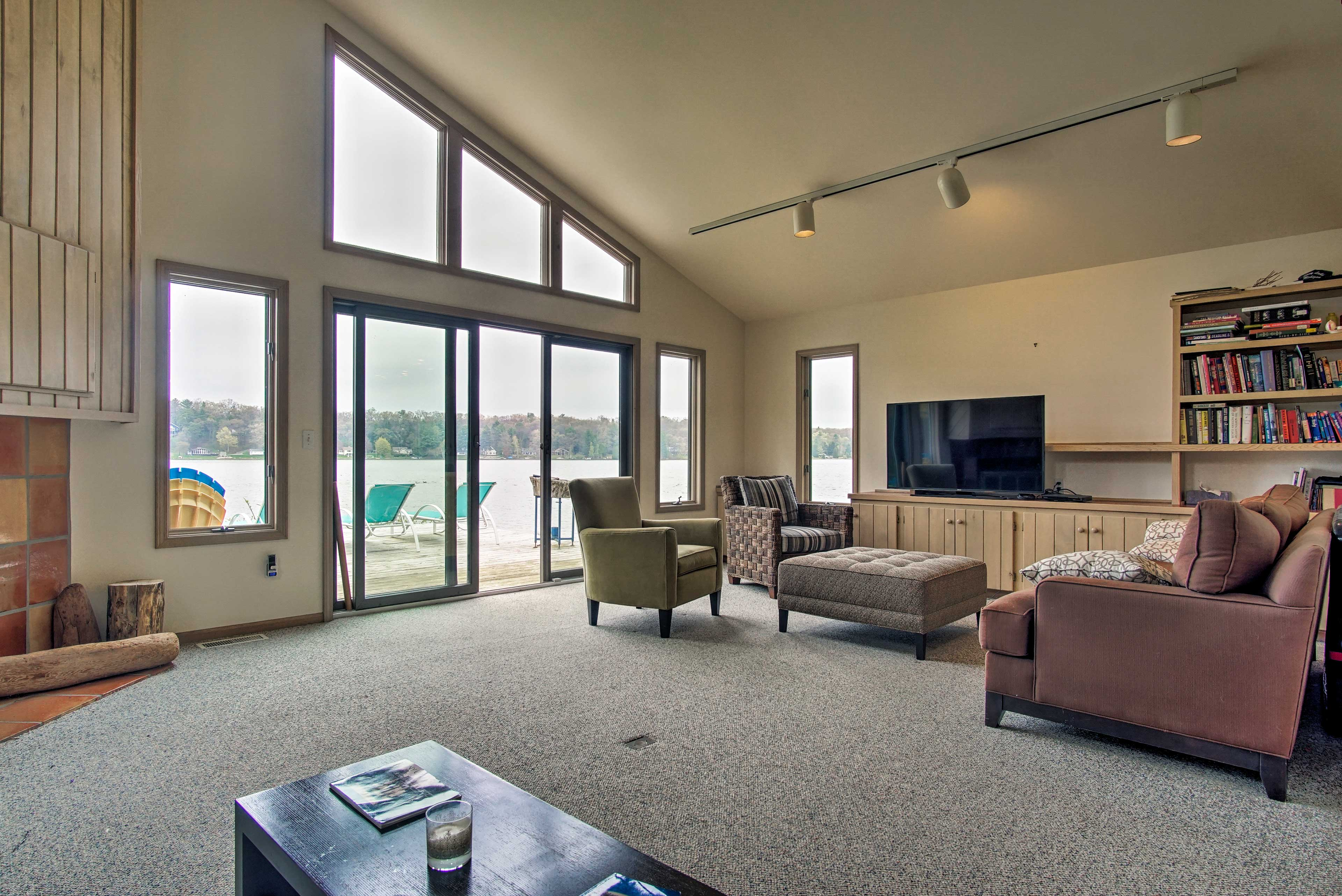 Enjoy majestic lake views right from the comfortable living room.