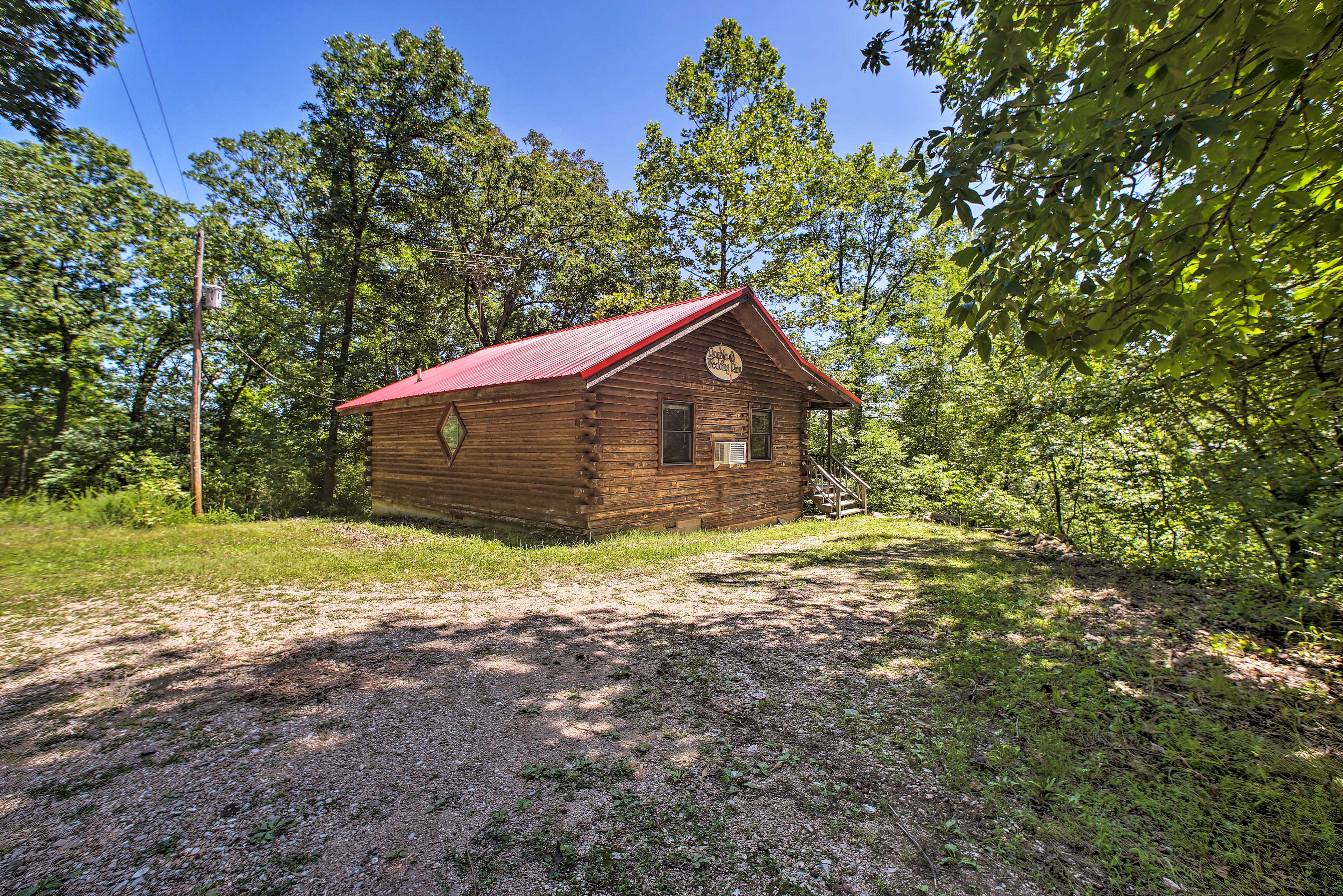 Come stay at 'Double Wedding Ring' cabin with your loved one!