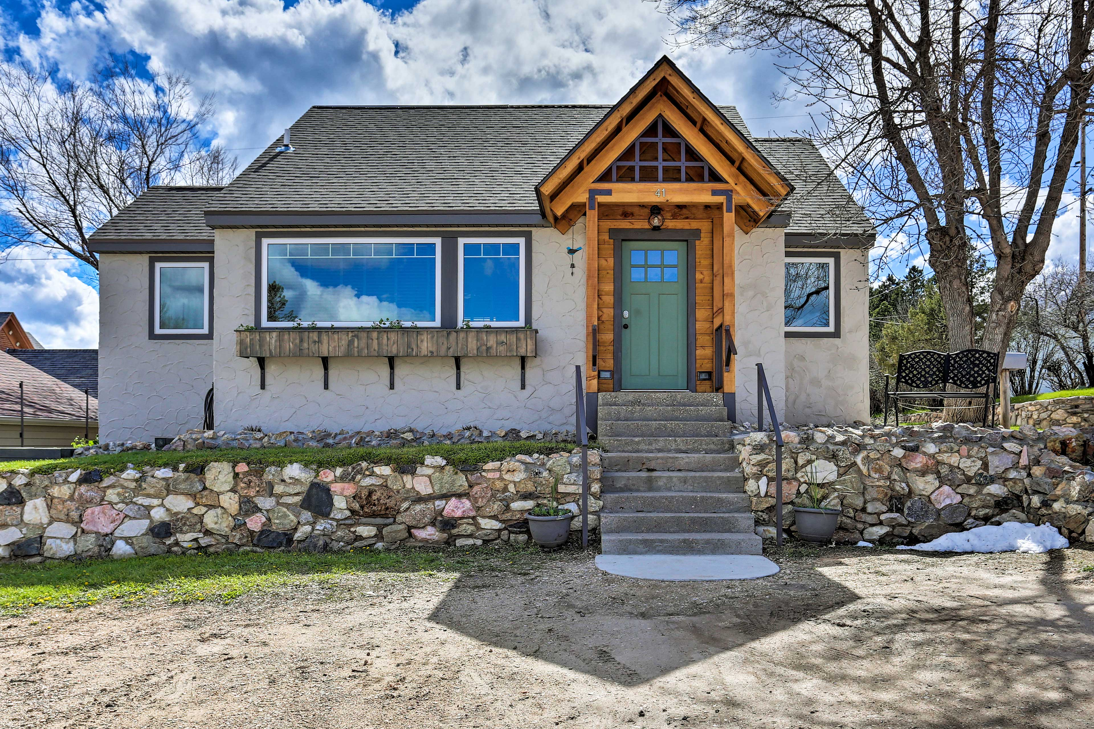 This charming Custer cottage is an ideal home-away-from-home for 8 travelers!