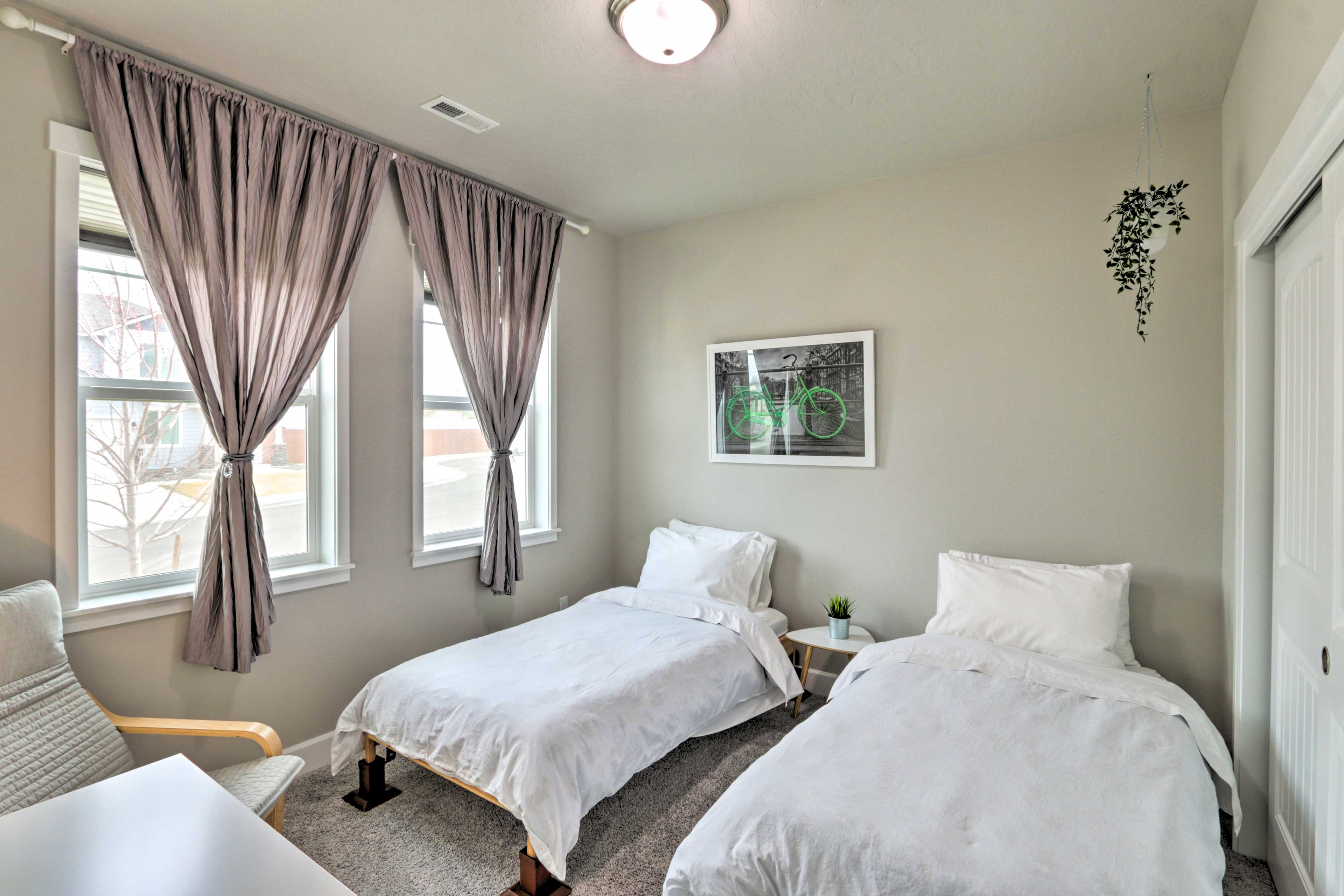 Bedroom 2   2 Twin Beds   Linens Provided