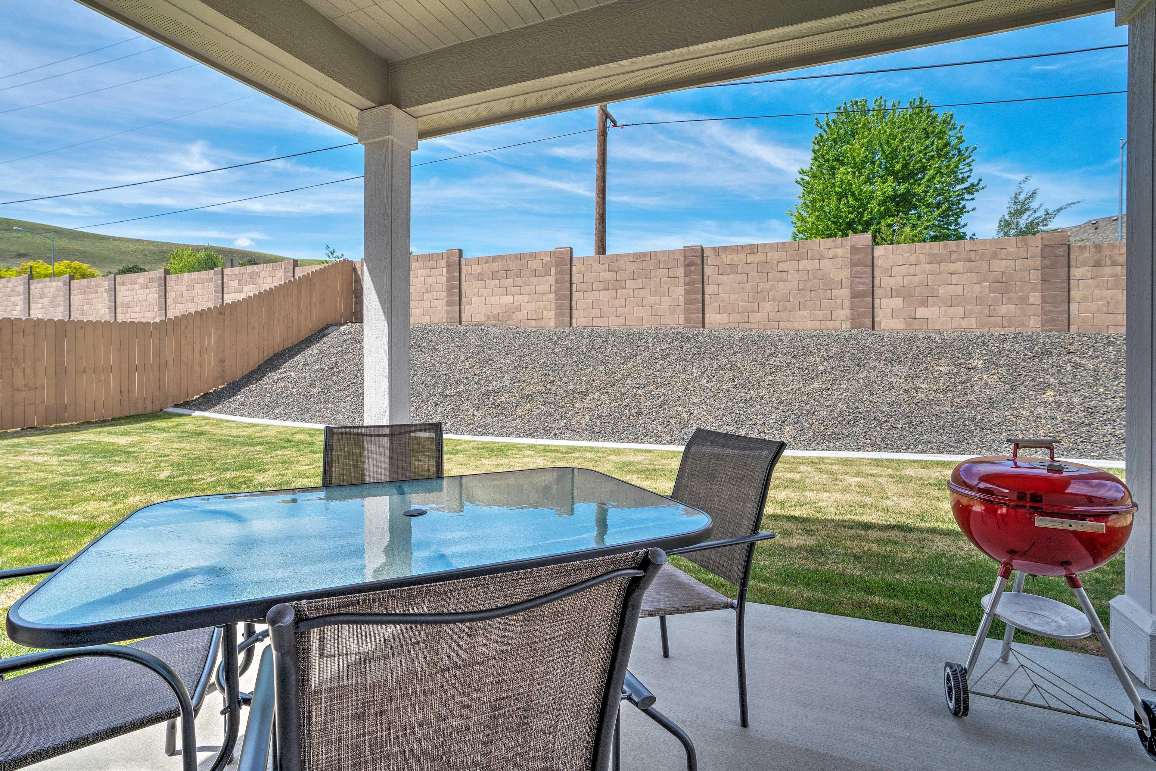 Private Backyard   Furnished Patio