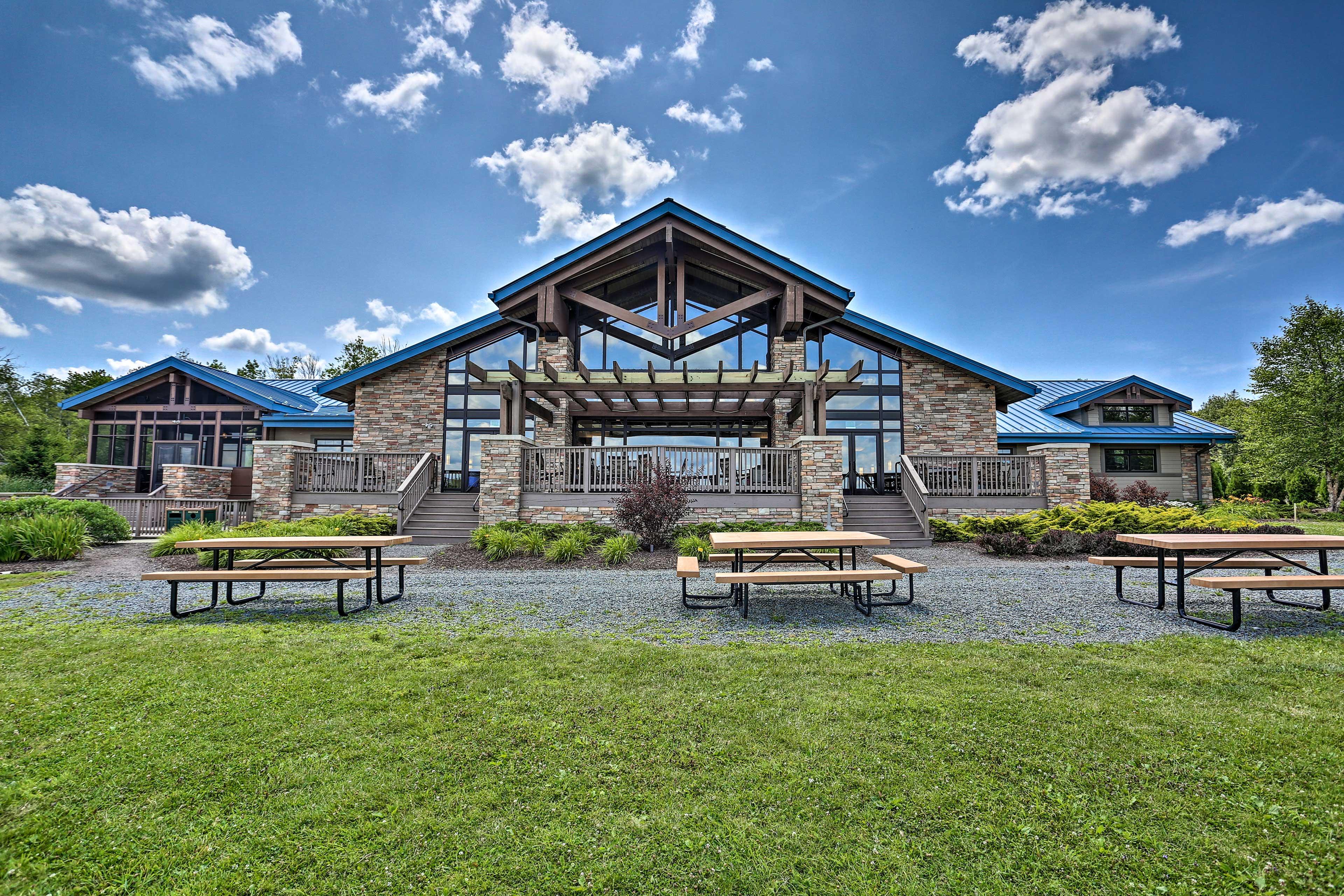 Lake Arrowhead Lake Community Amenities (additional on-site fee applies)