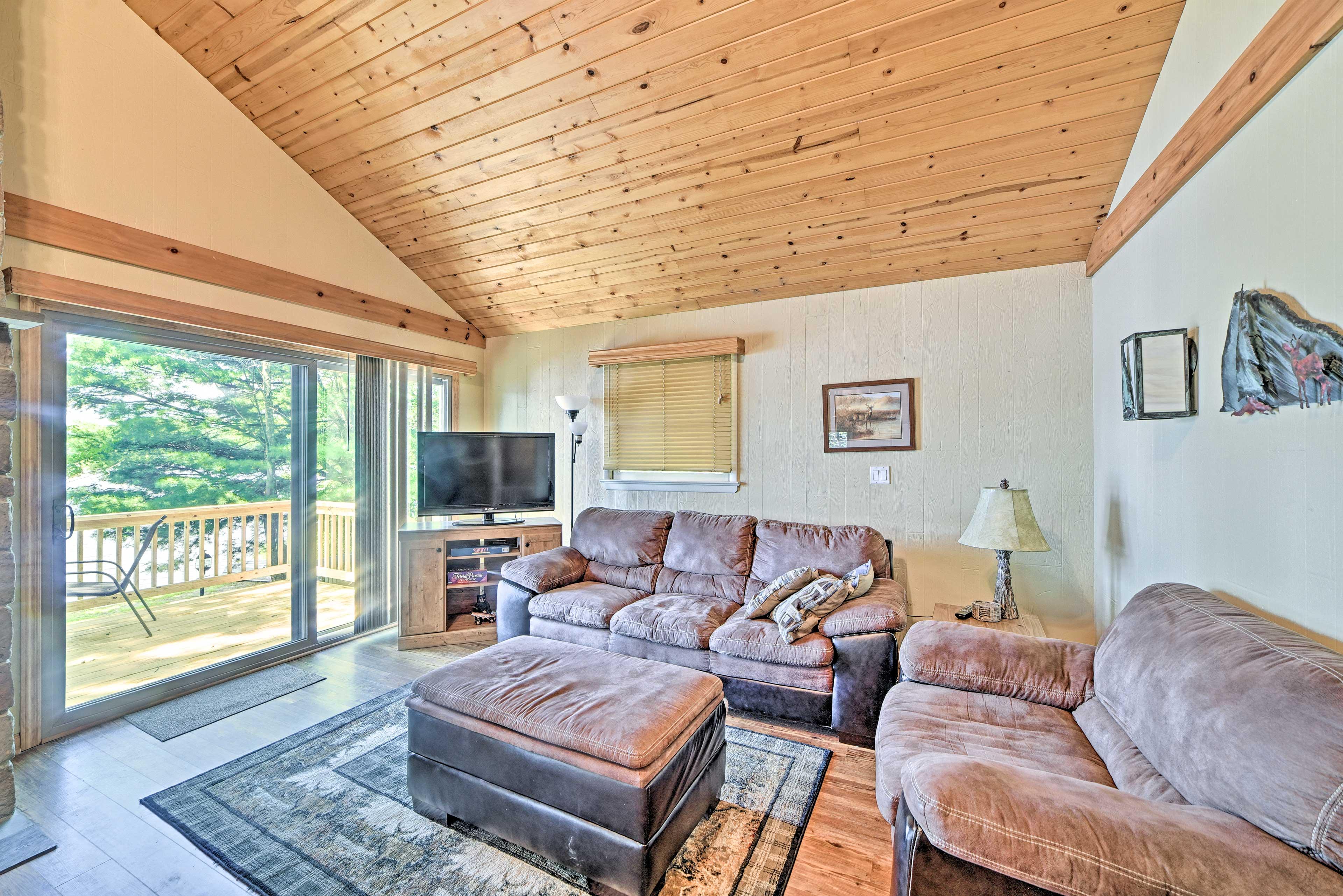 Living Room | Smart TV | Games