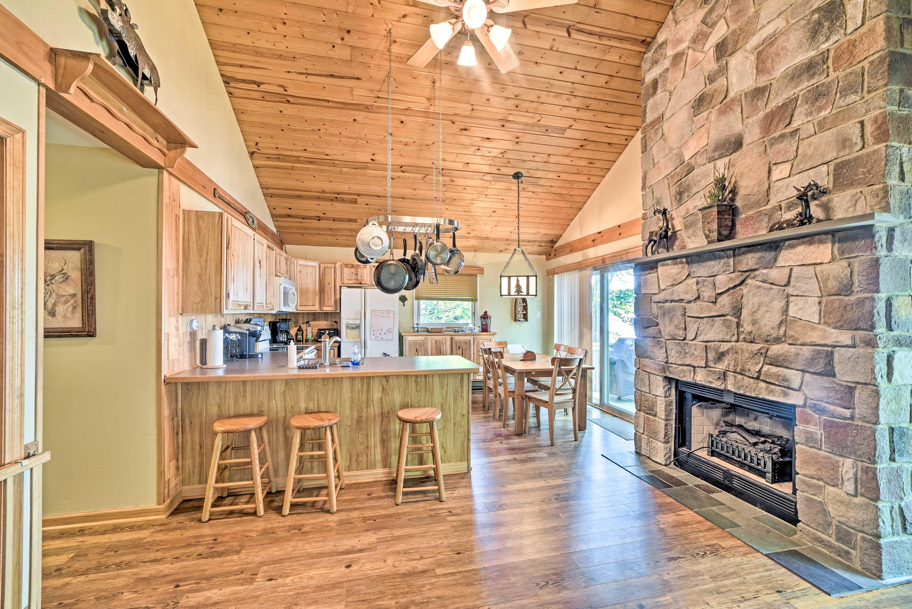 Living Area | Fireplace