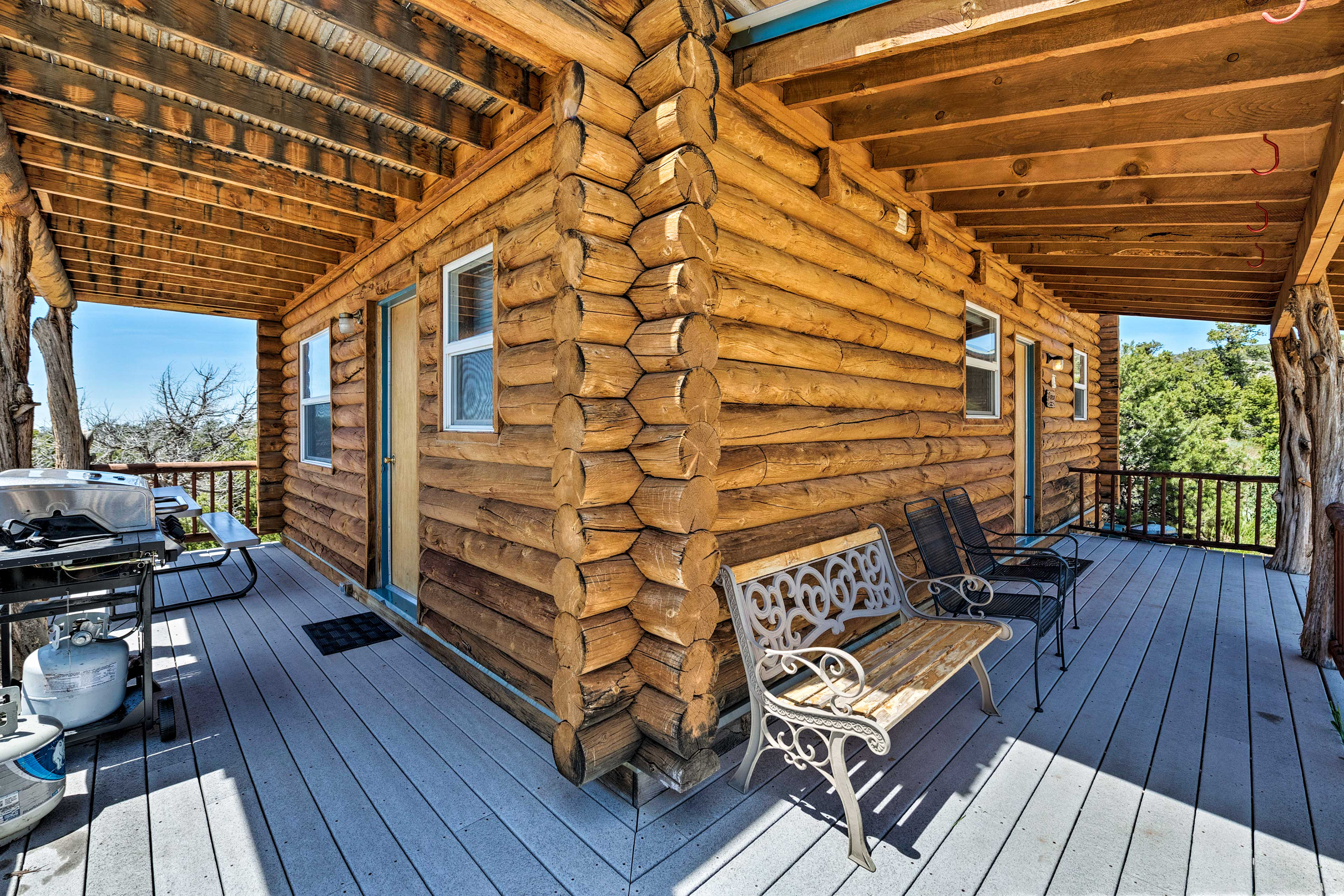 This Moab cabin offers endless outdoor entertainment!