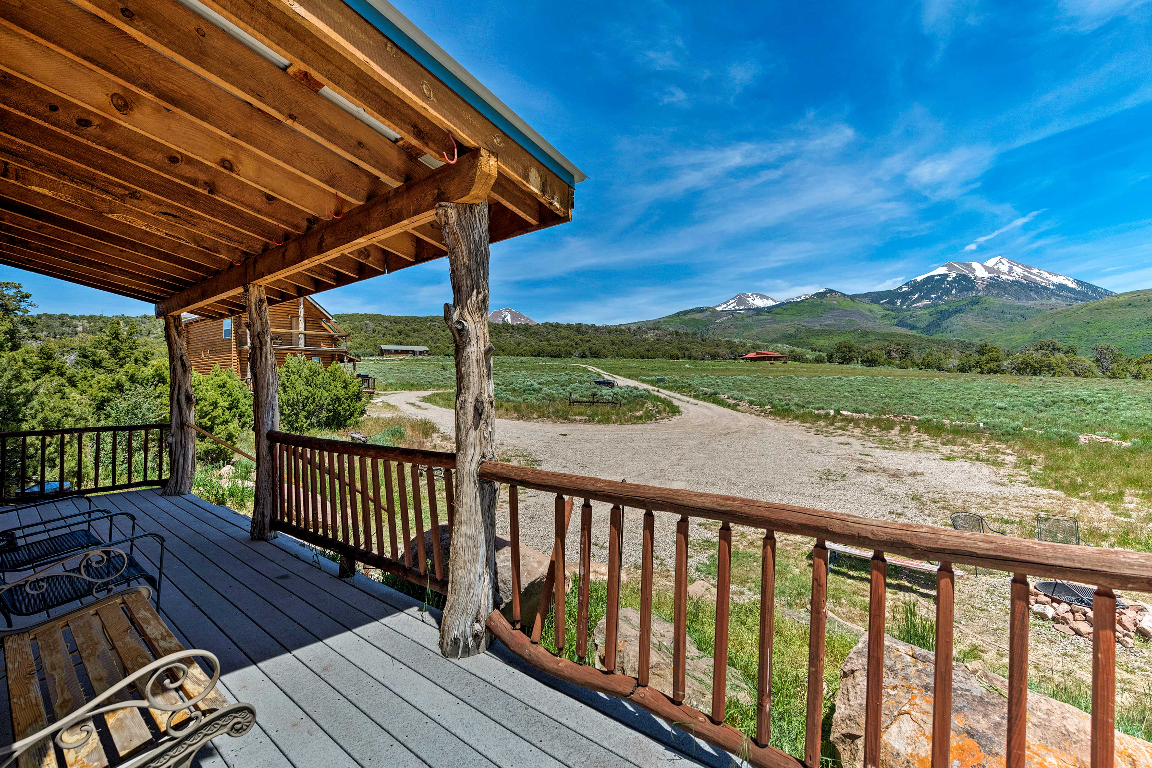 This Moab cabin offers stunning views of Utah's mountains!