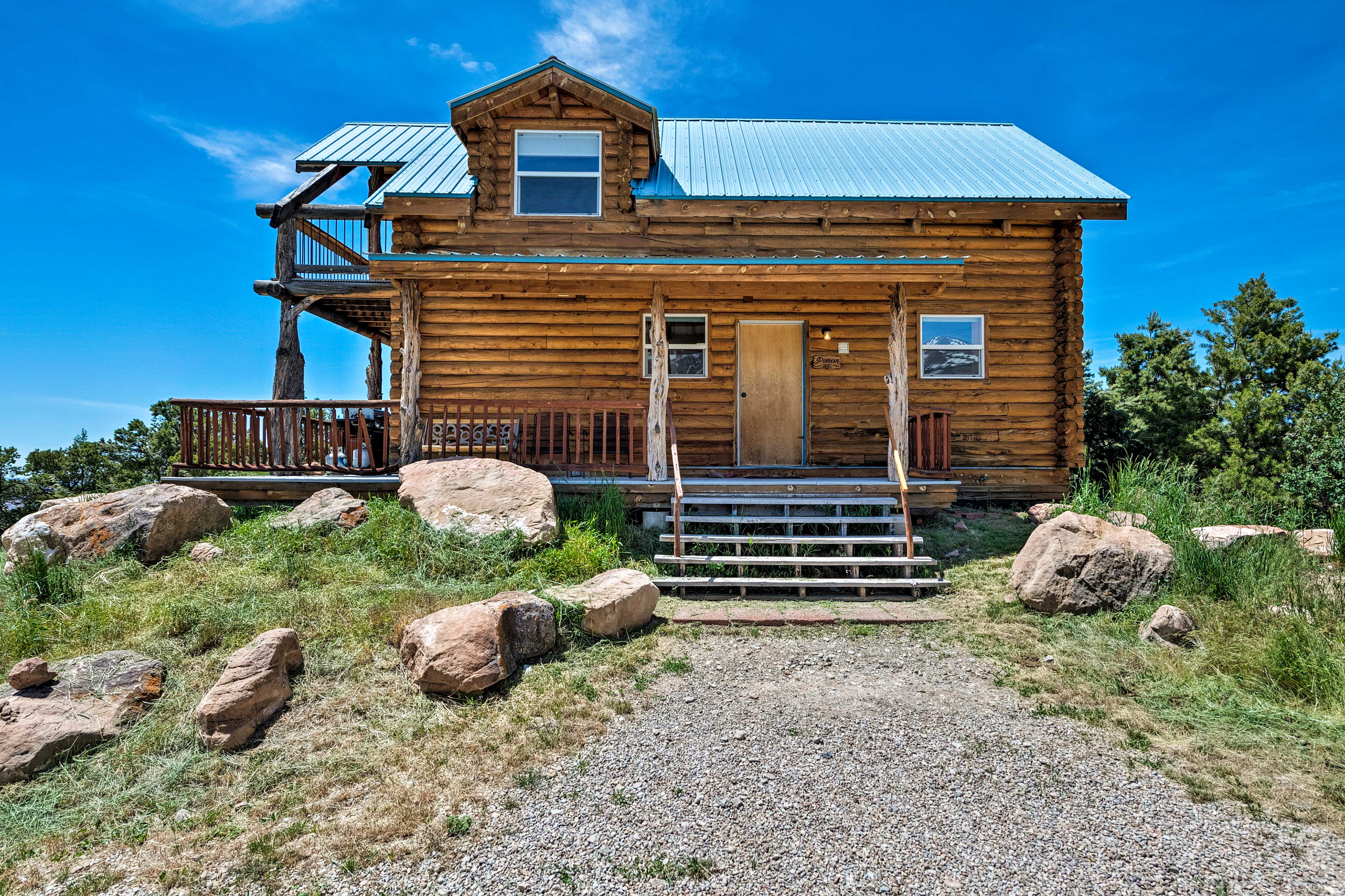 Bring the family to explore Utah's beauty from the comfort of 'Pioneer Cabin 2!'