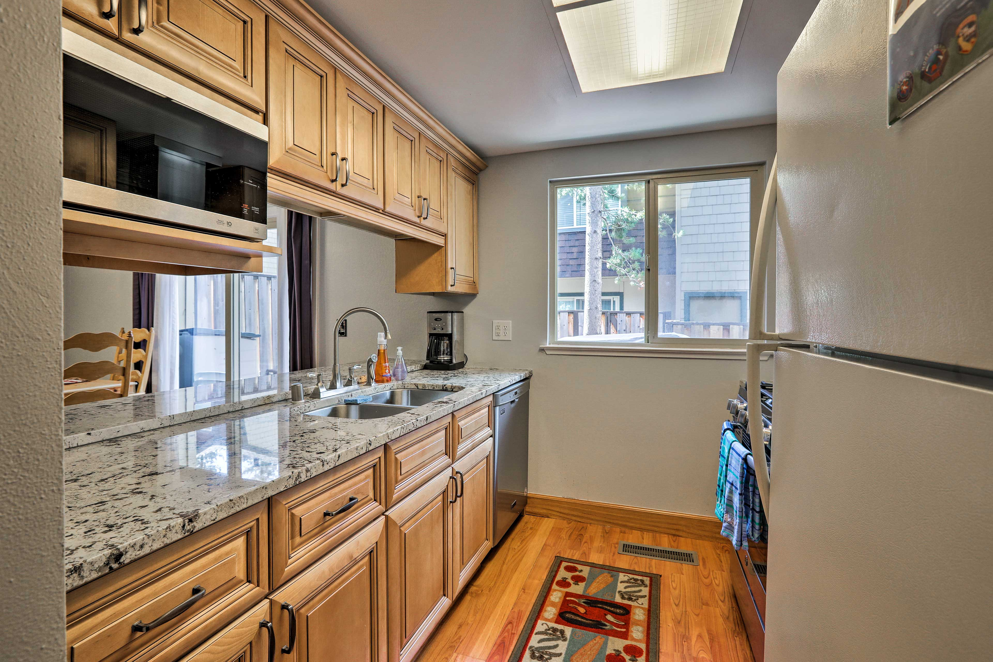 The fully equipped kitchen makes it easy to prepare feasts!