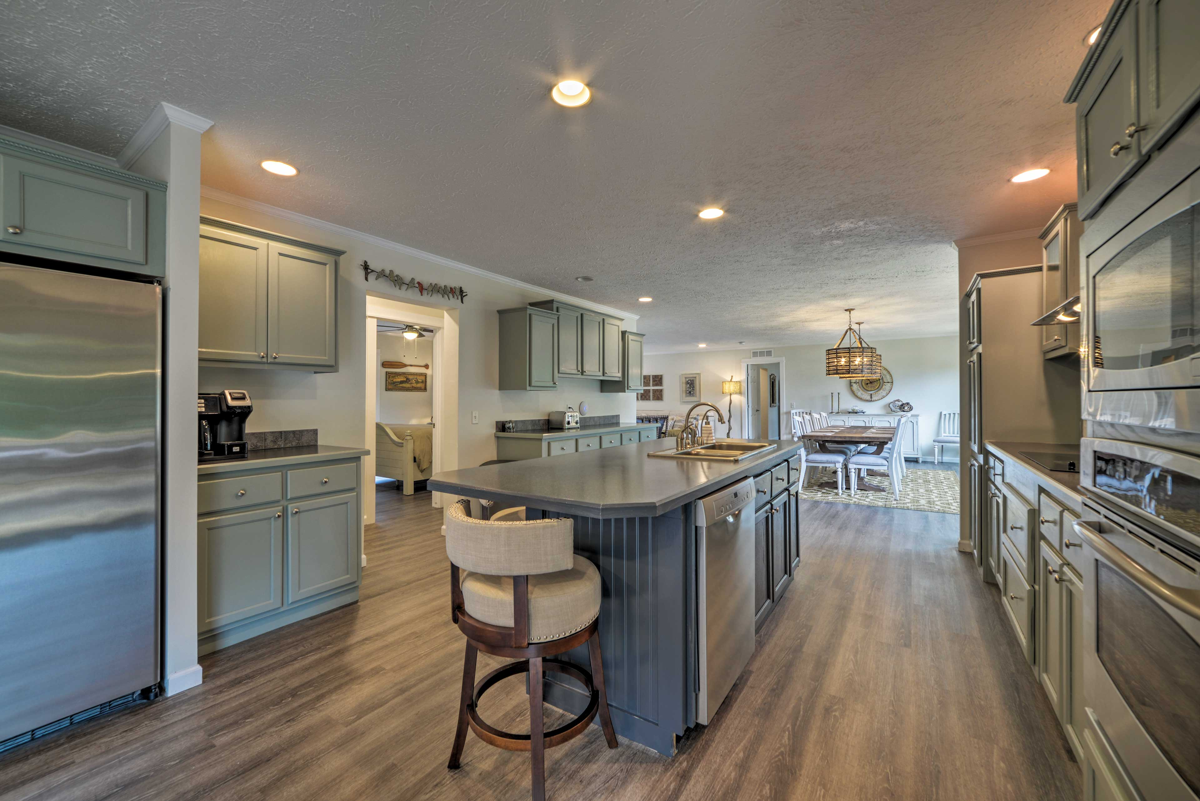 The full equipped kitchen is a chef's dream!