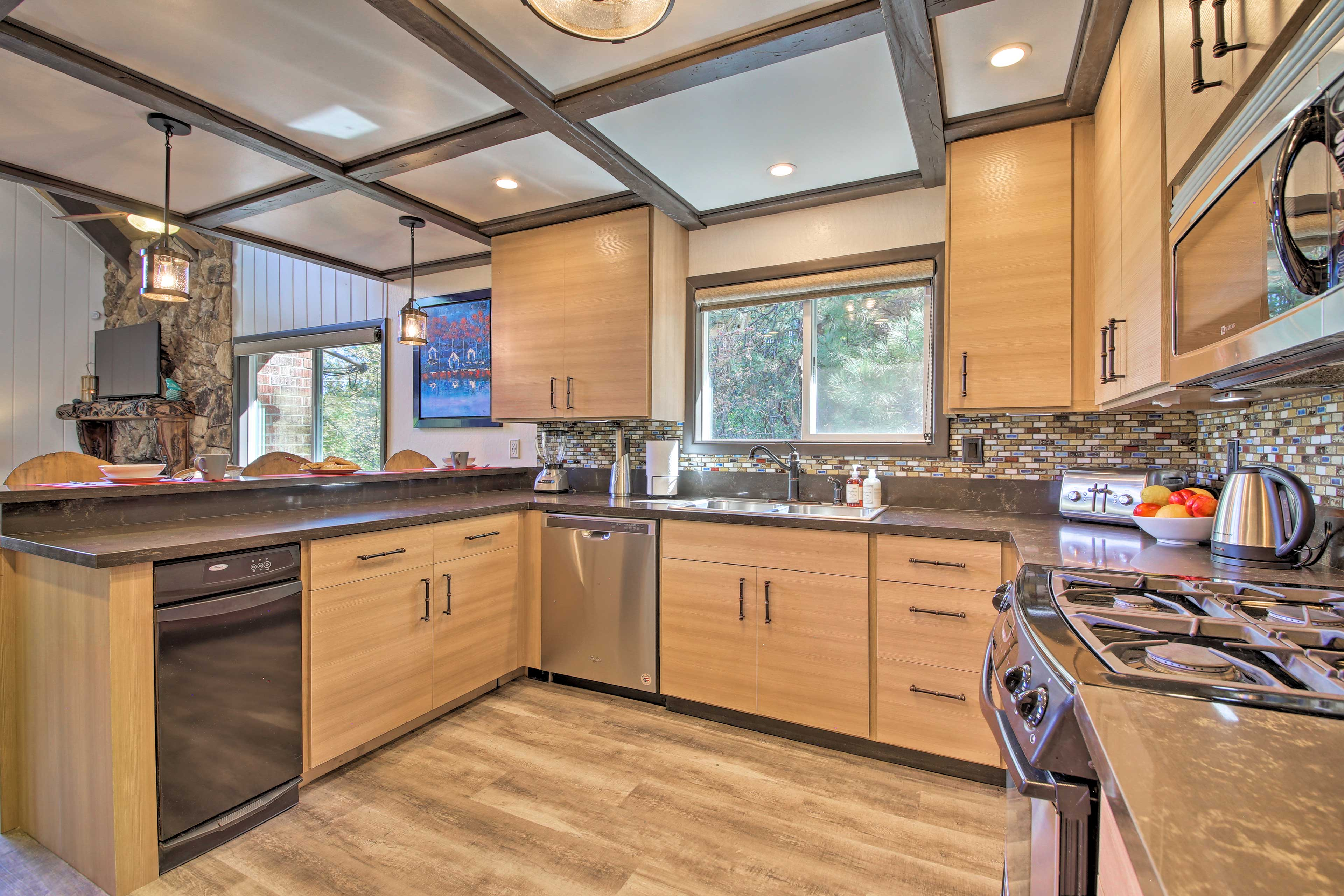 Complete with a blender, toaster, and coffeemaker, this kitchen has it all!
