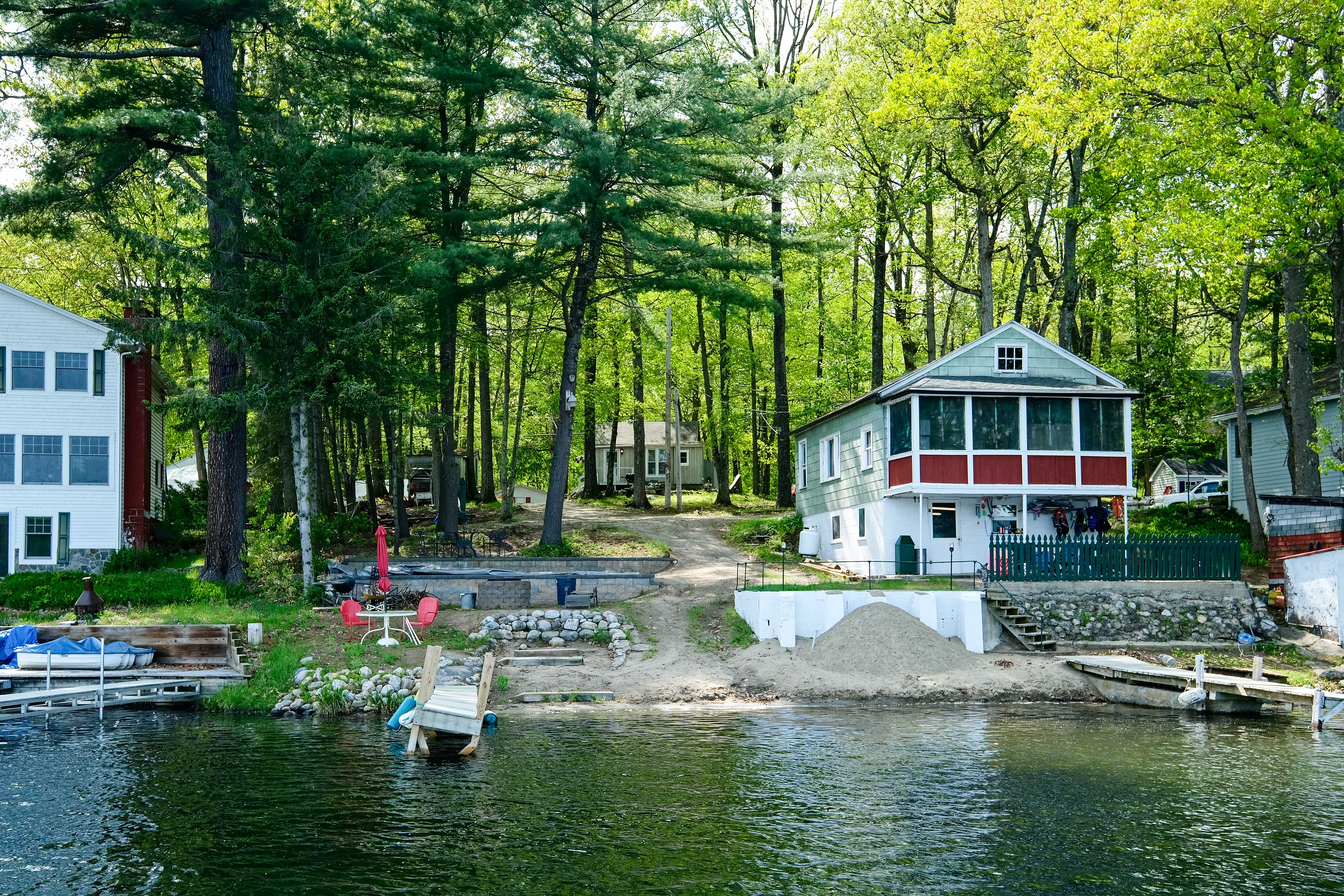 Make lifetime memories at this lakeside vacation rental for up to 4!