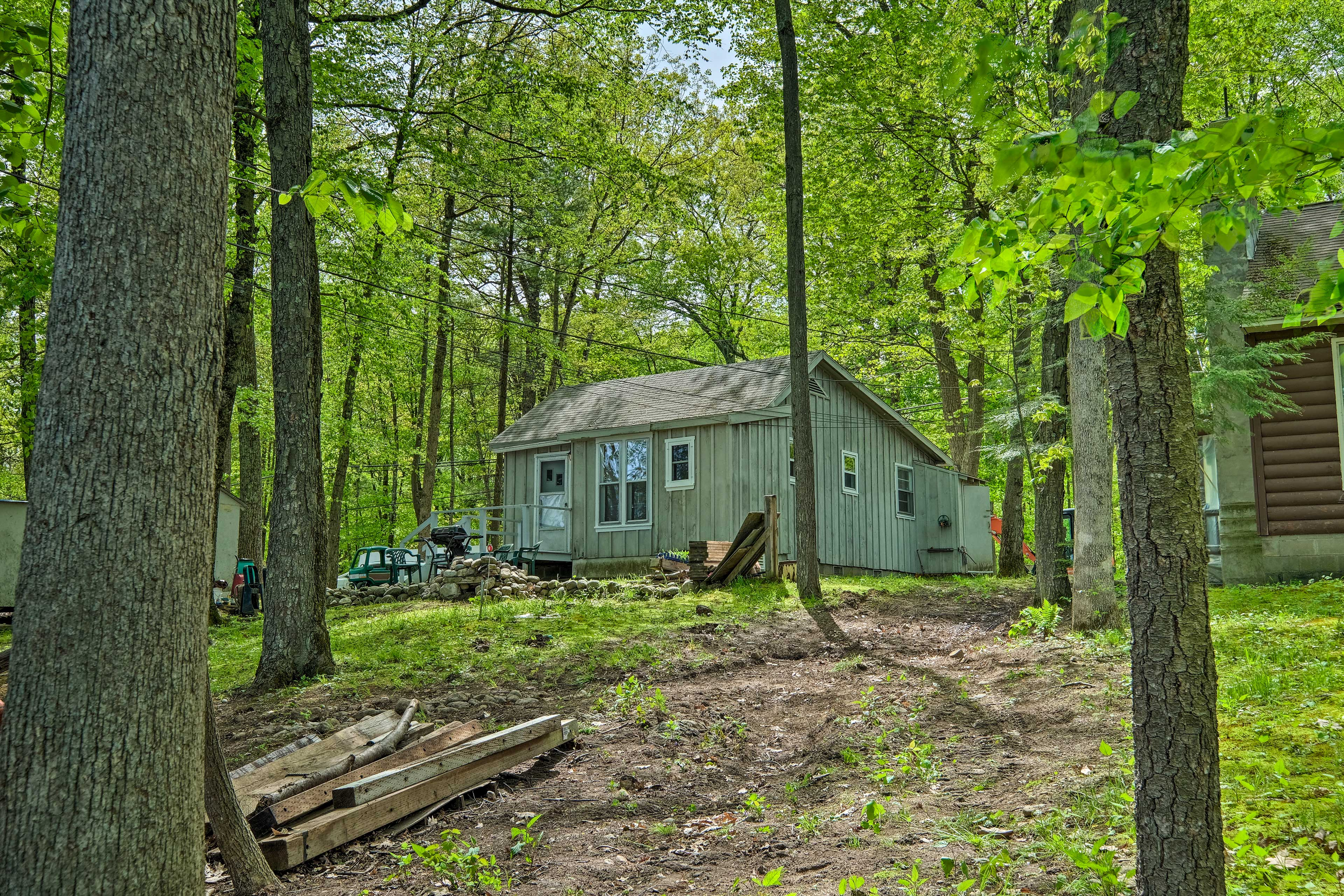 This cottage may seem secluded, but is only a couple miles from attractions!