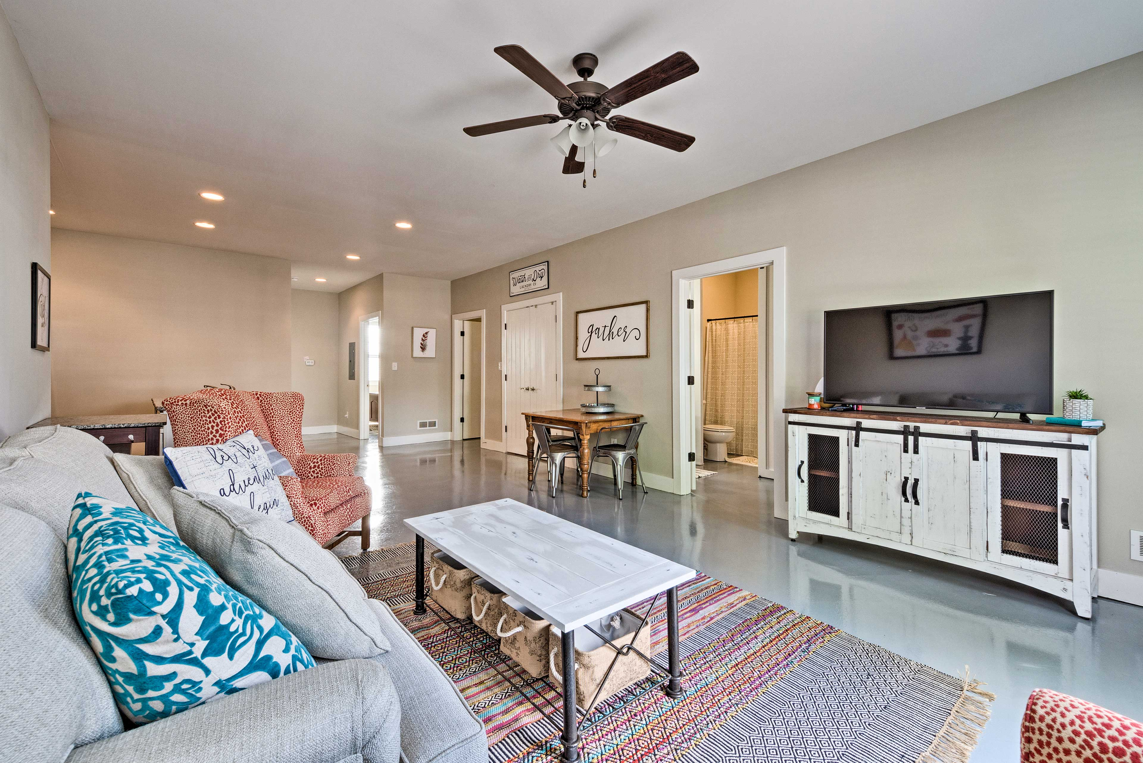 This quaint vacation rental lies in the heart of Bowling Green, KY!
