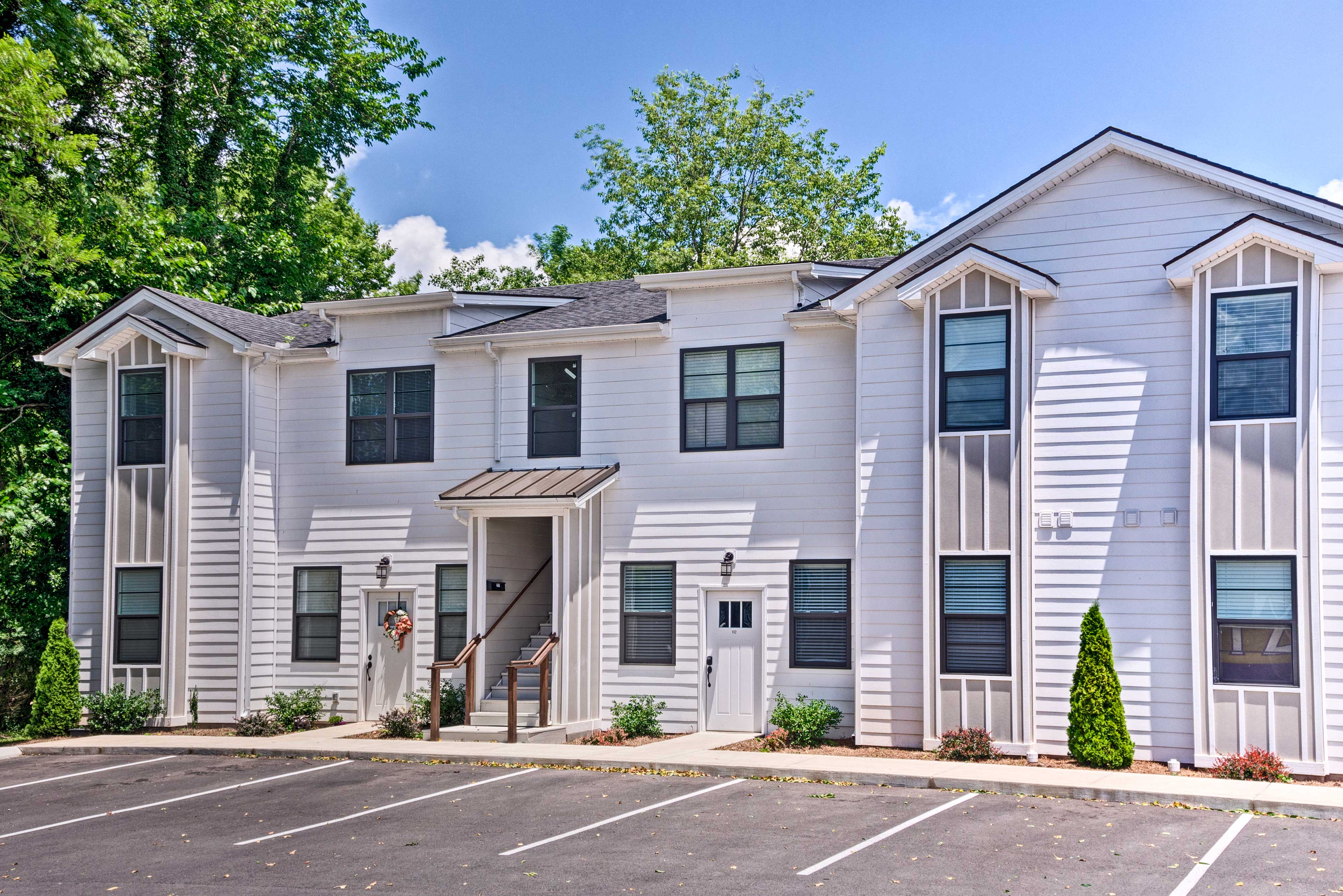 This 3-bed, 2-bath apartment offers sleeping accommodations for 8!