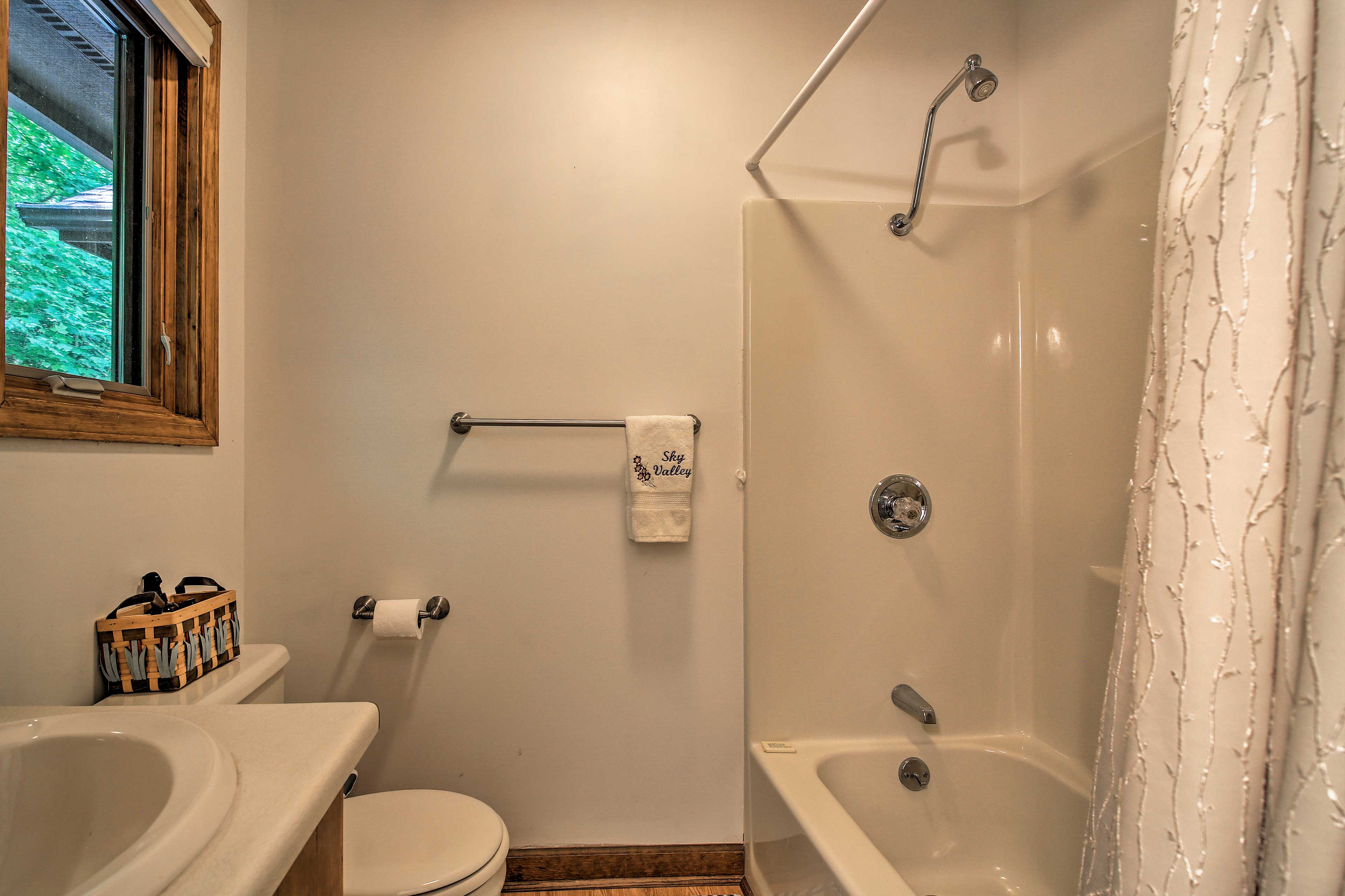 This bathroom features a shower/tub combo.