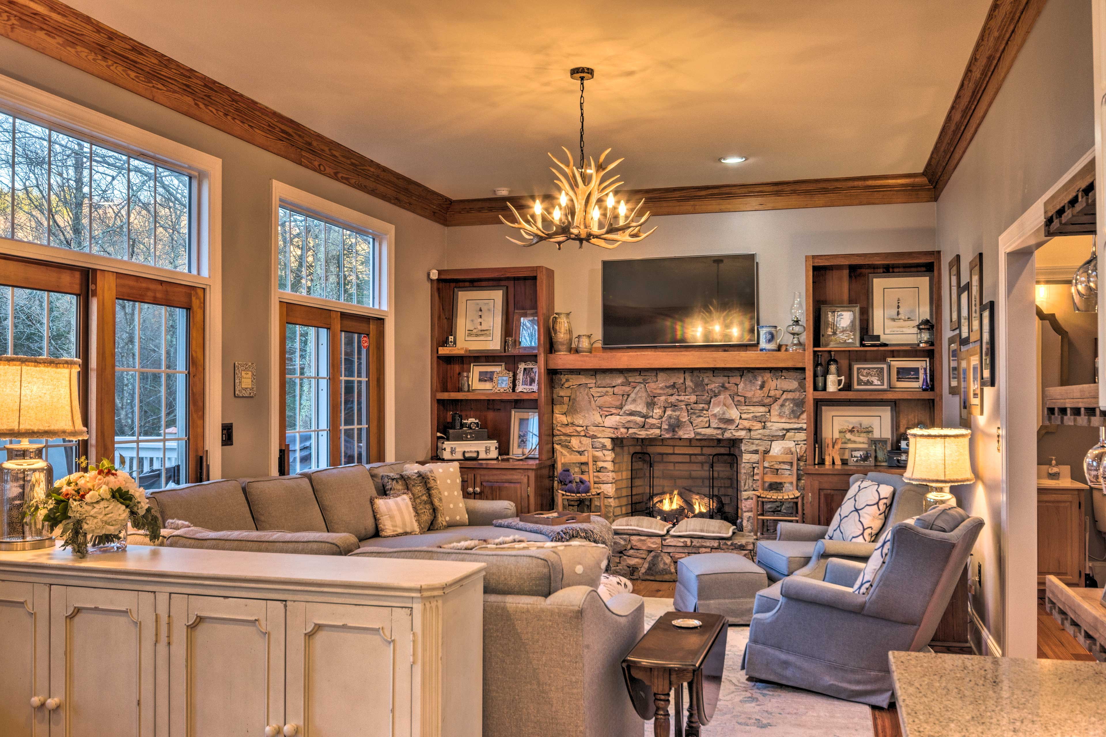 Living Room   Gas Fireplace