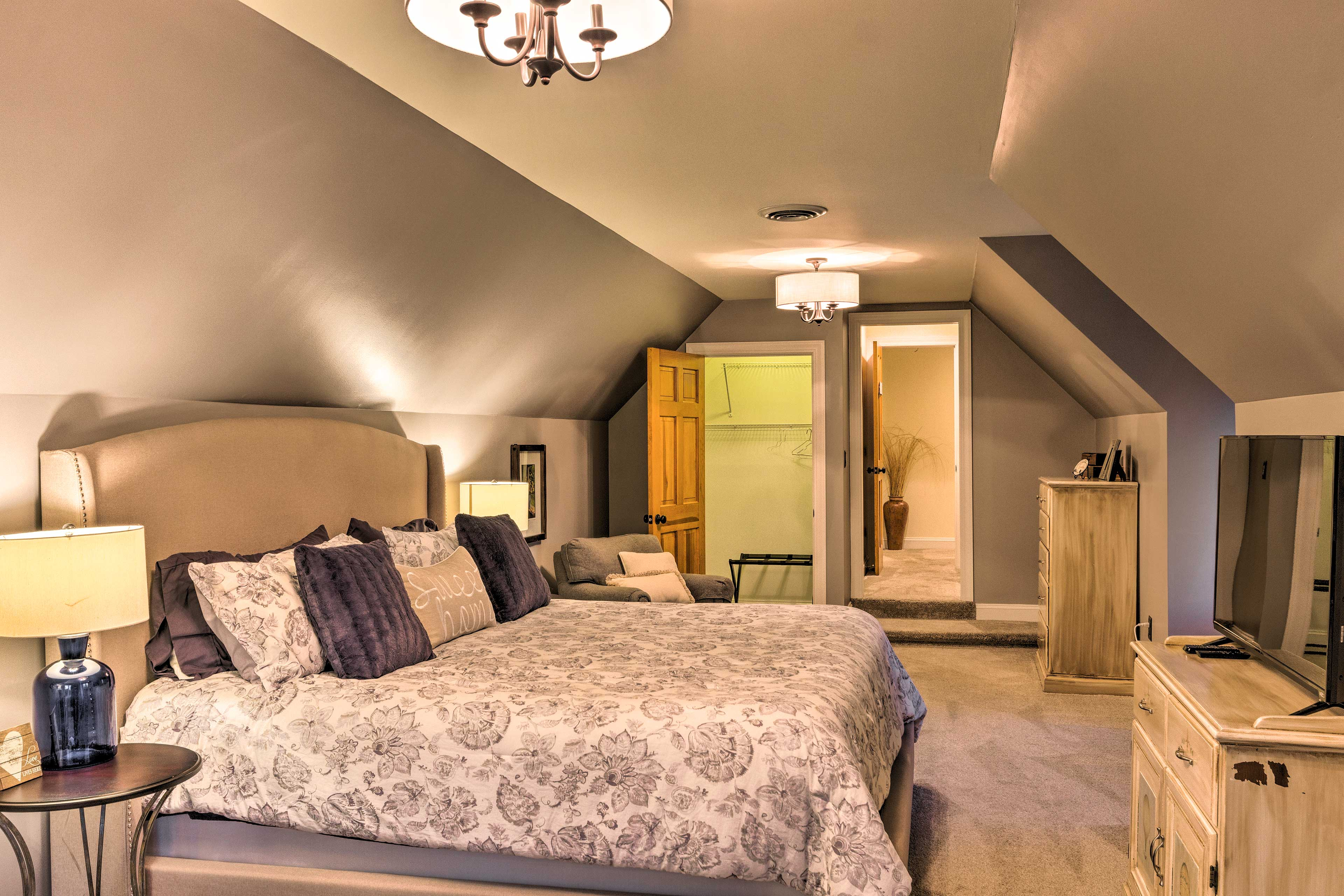 Bedroom Suite 3   King Bed