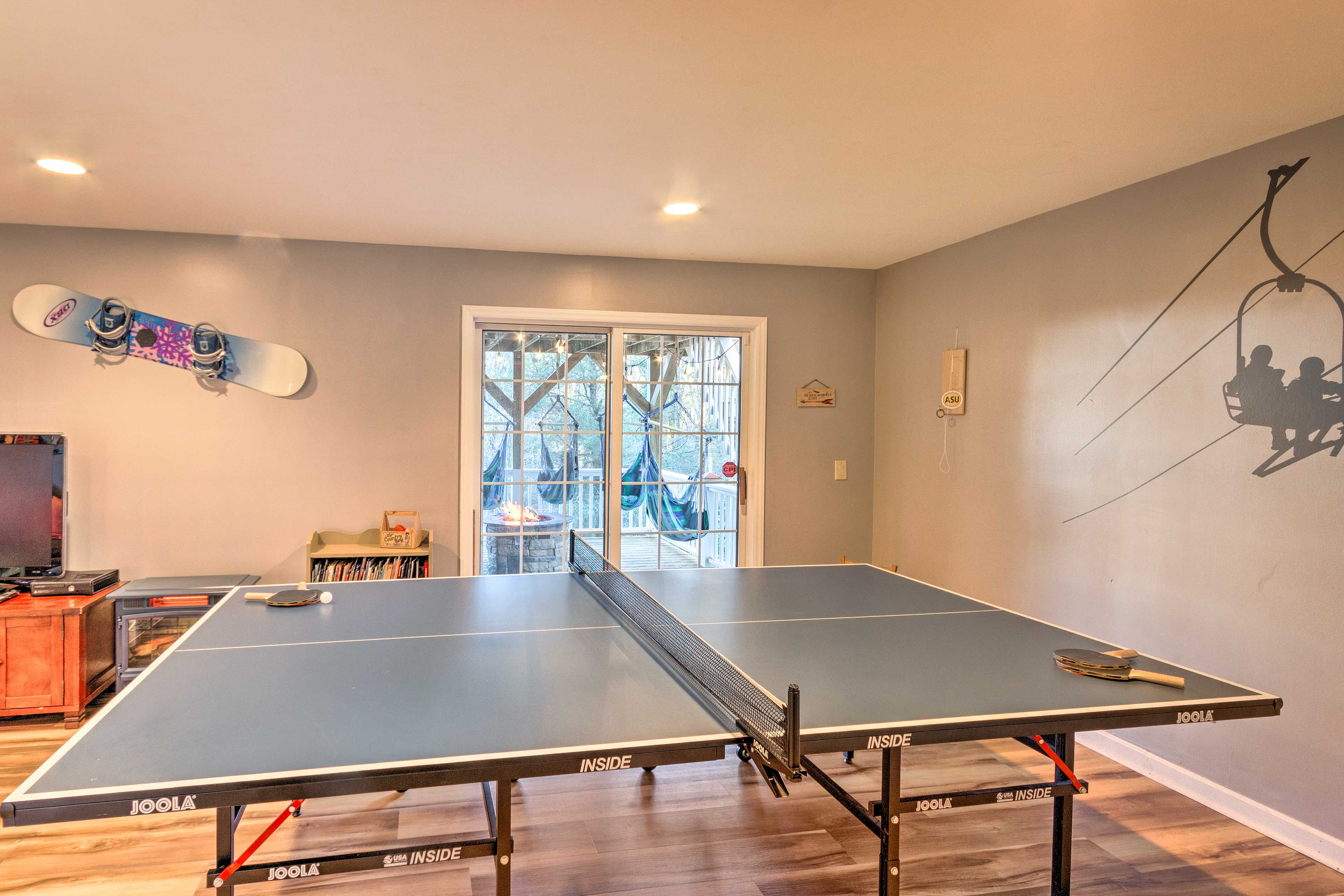 Game Room   Ping-Pong Table