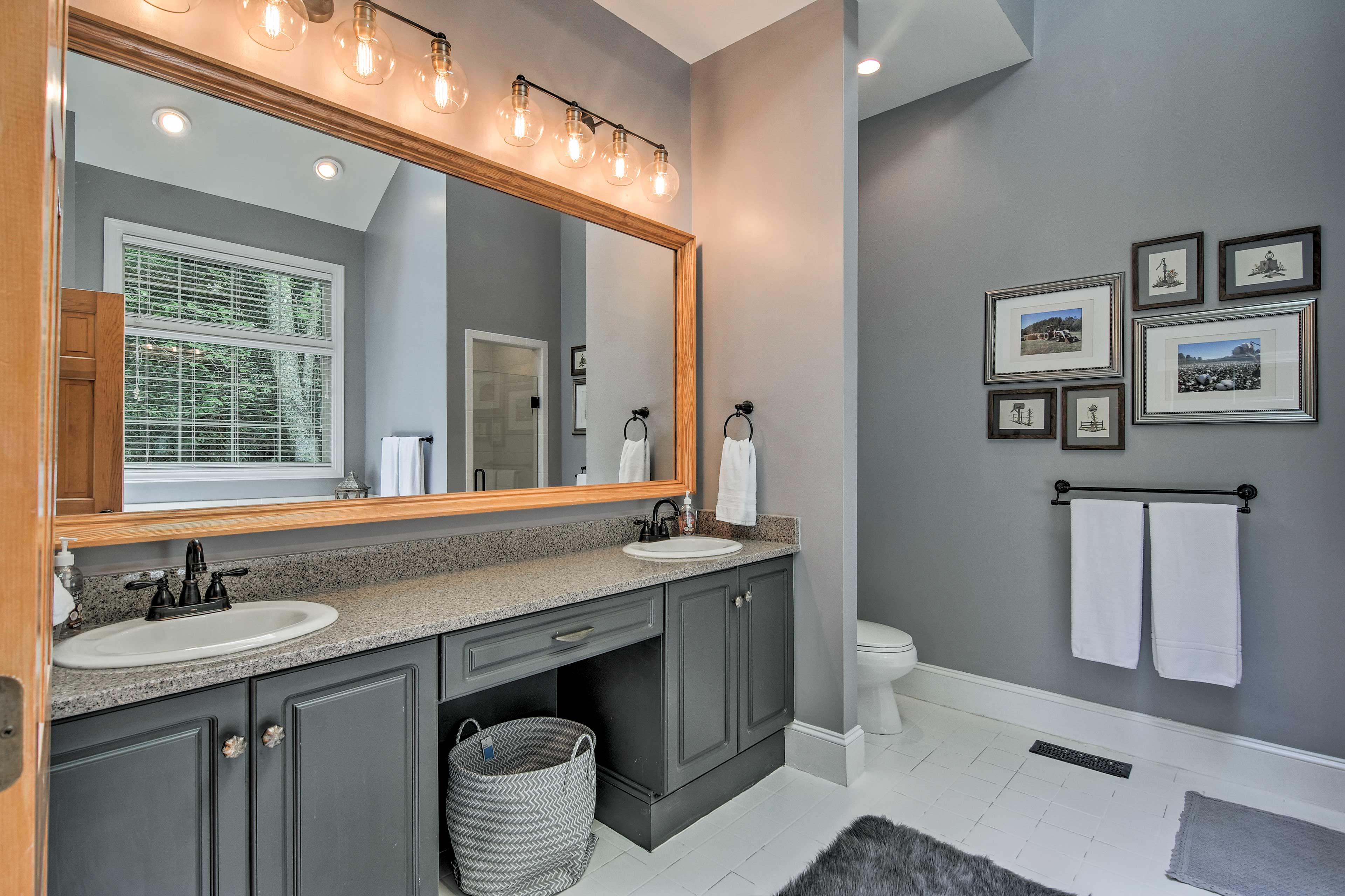 En-Suite Bathroom   Dual Sinks